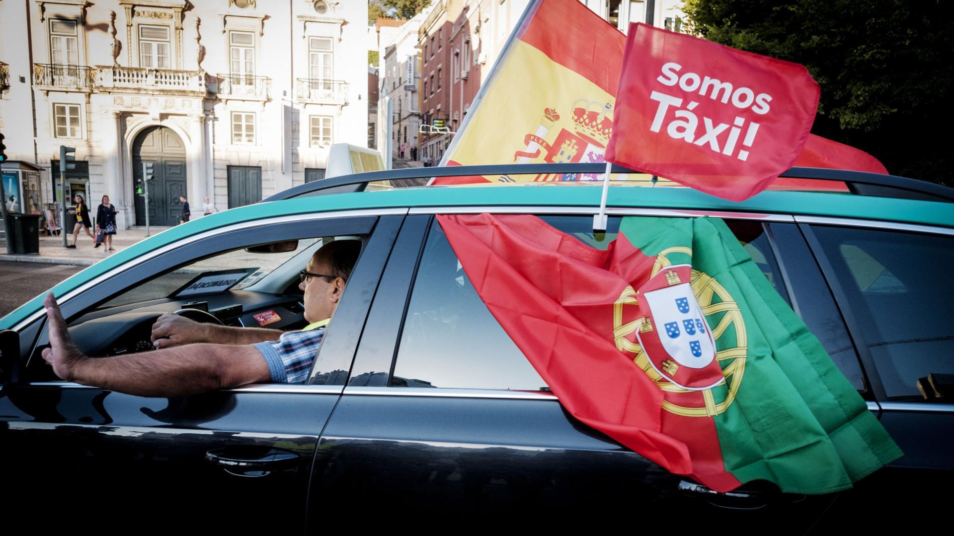 #Somos táxi: Eis as imagens do protesto dos taxistas que saíram às ruas