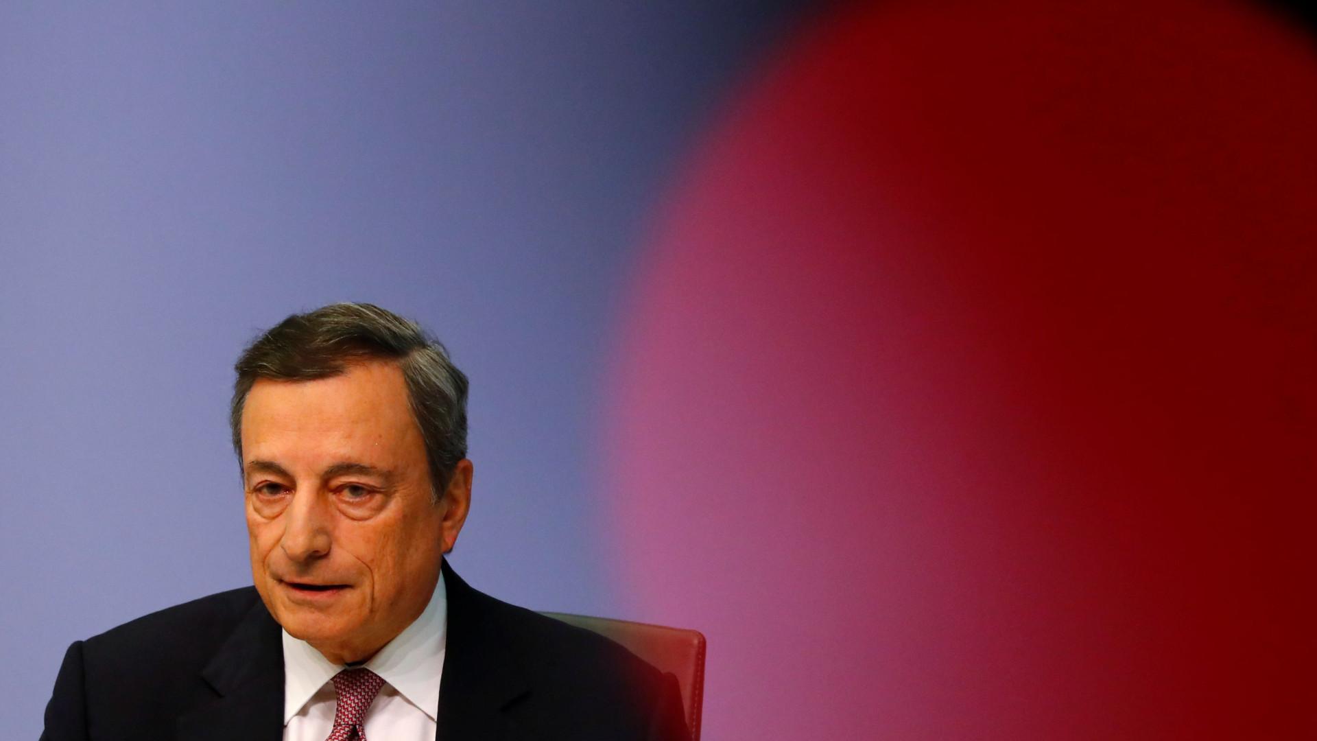 """Mario Draghi pede """"maior integração"""" no setor bancário"""