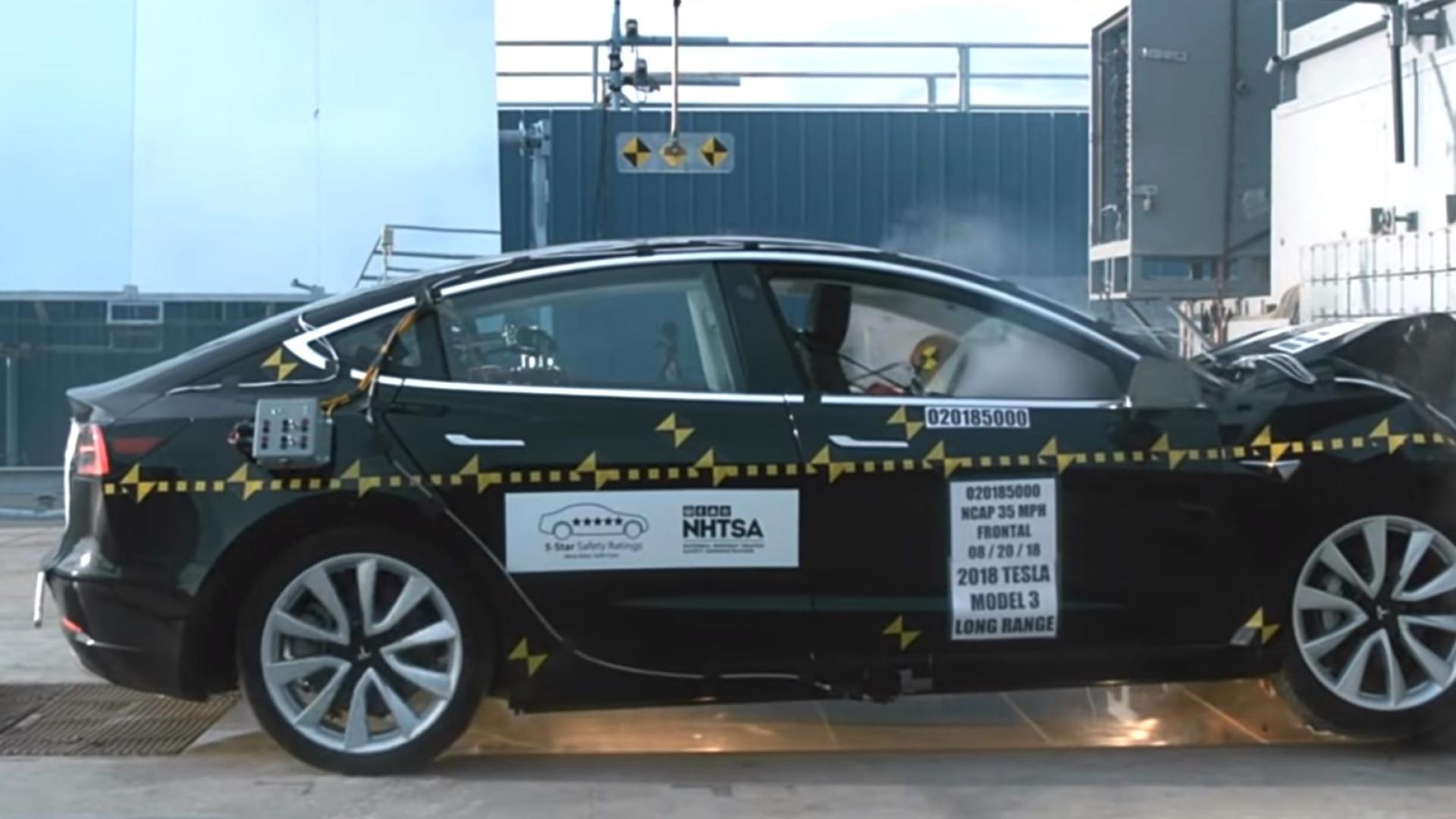 Vídeos mostram como Model 3 da Tesla o protege em caso de acidente
