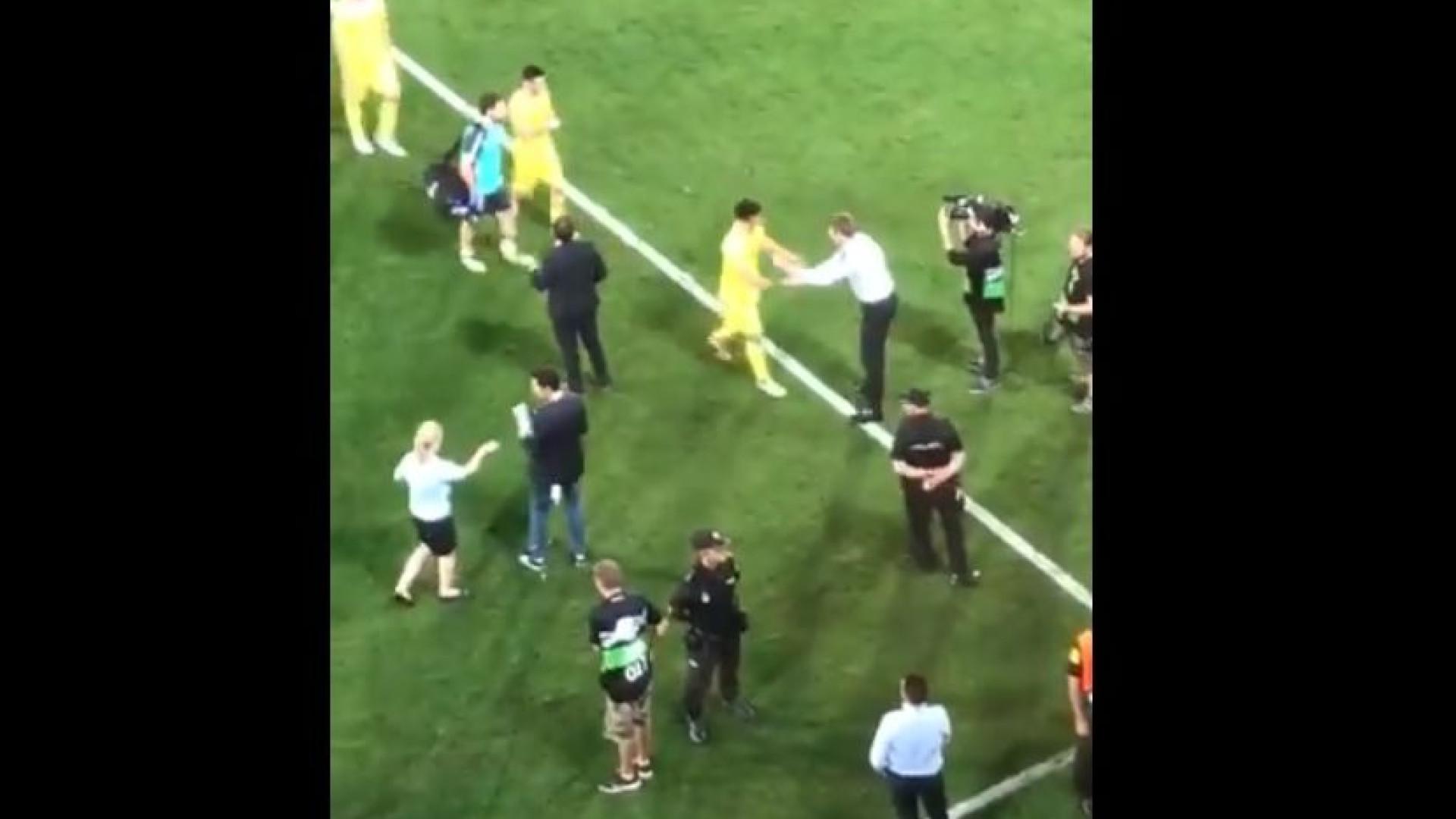 O gesto de Gerrard que apaixonou a imprensa mundial
