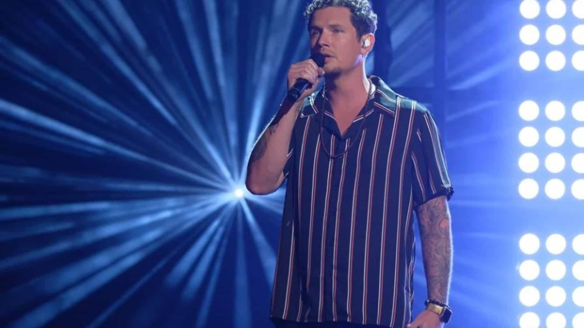 Cantor que inspirou o 'America Got Talent' detido por violência doméstica