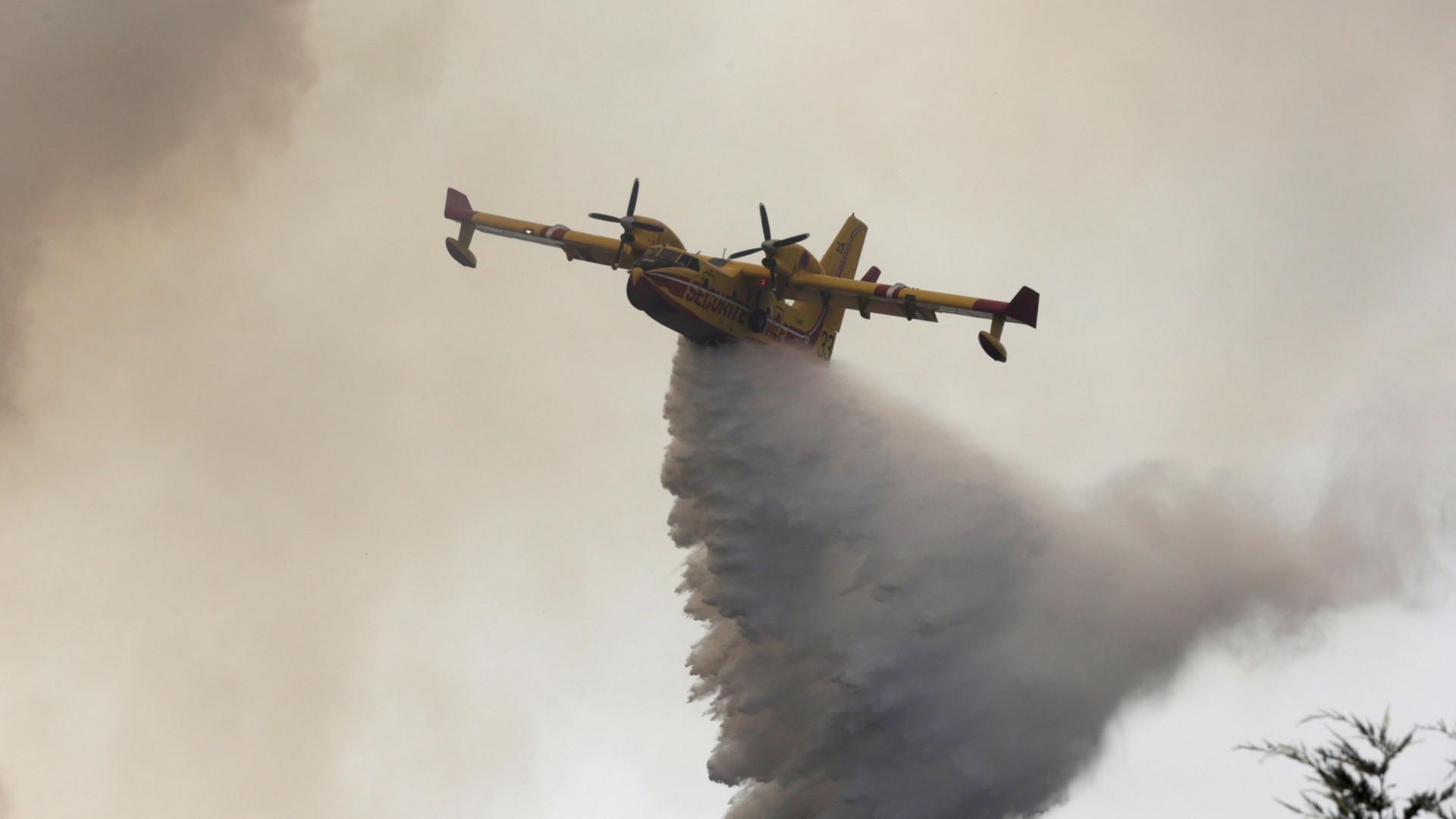 Cinco meios aéreos reforçam o combate às chamas em Alijó