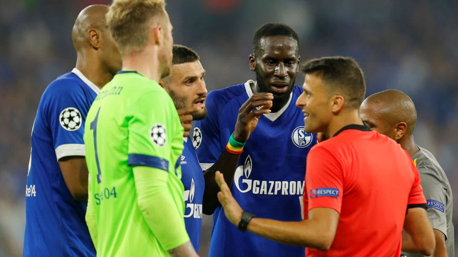Árbitro do Schalke 04-FC Porto protagonista da nova polémica em Espanha