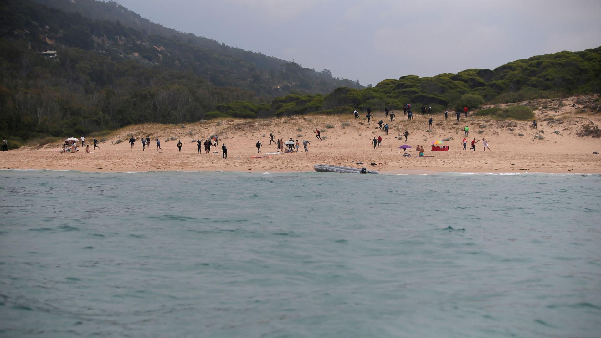 Centenas acorreram a praias marroquinas para apanhar boleia para Espanha