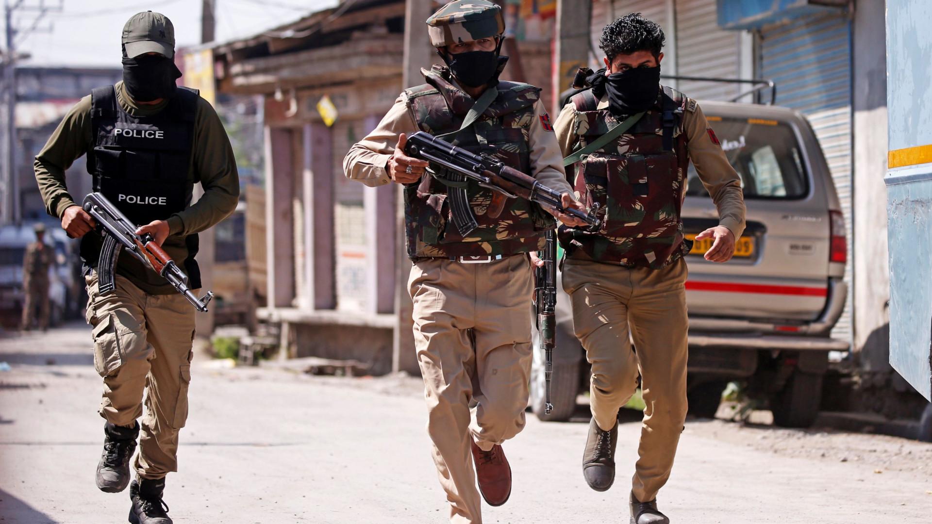 Pelo menos três rebeldes mortos por forças de segurança indianas