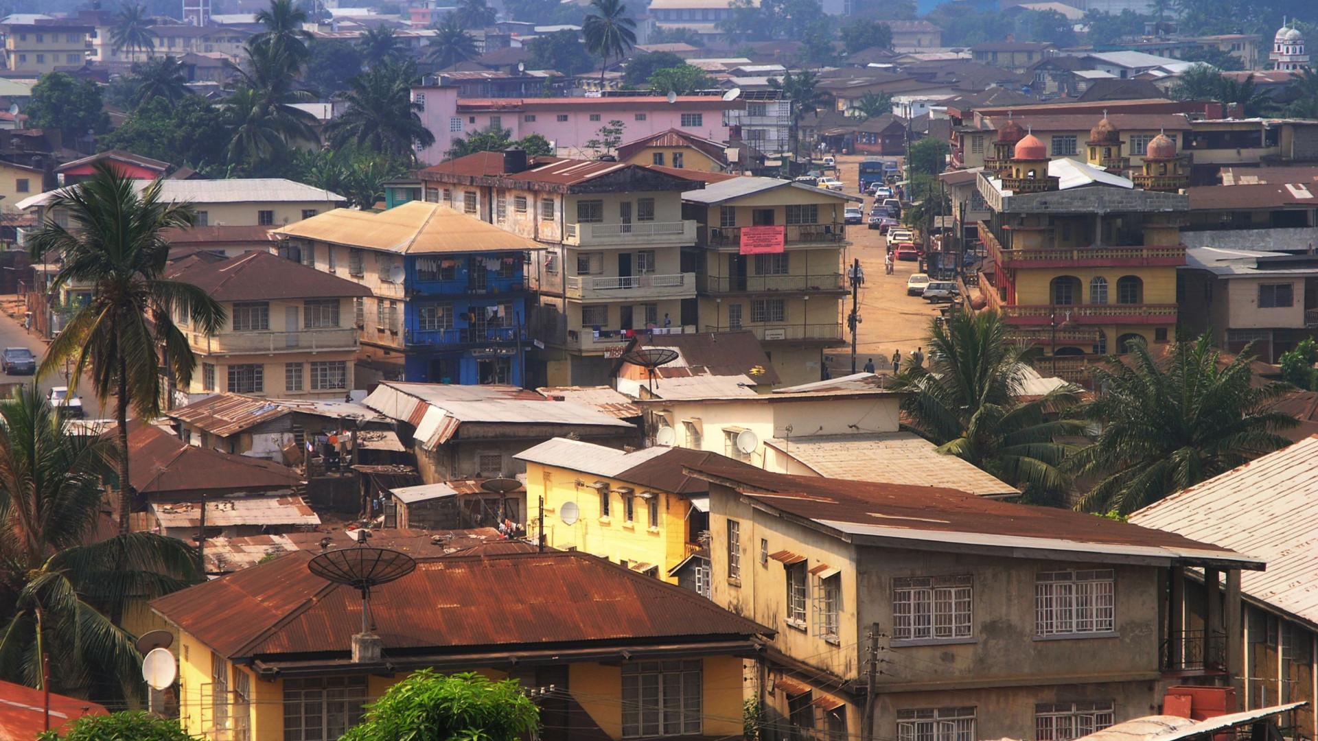 Acidente com camião militar na Serra Leoa provoca 11 mortos e 70 feridos