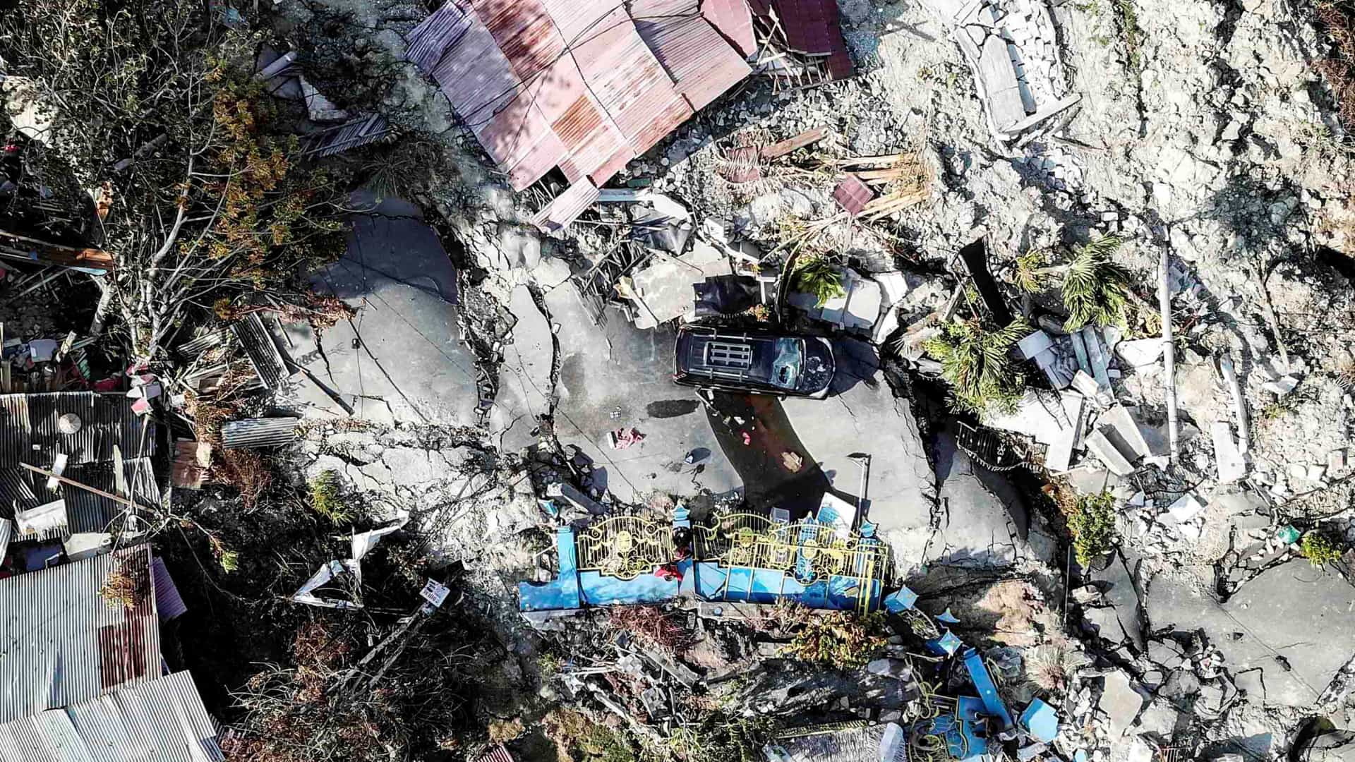Número de mortes devido a sismo e tsunami na Indonésia sobe para 1.407