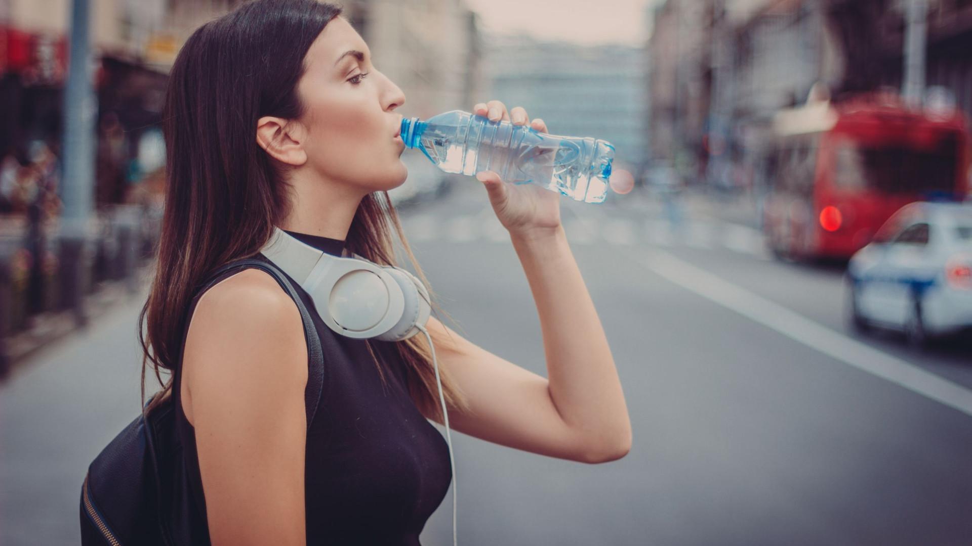 Químico em garrafas de água eleva risco de parto prematuro até seis vezes