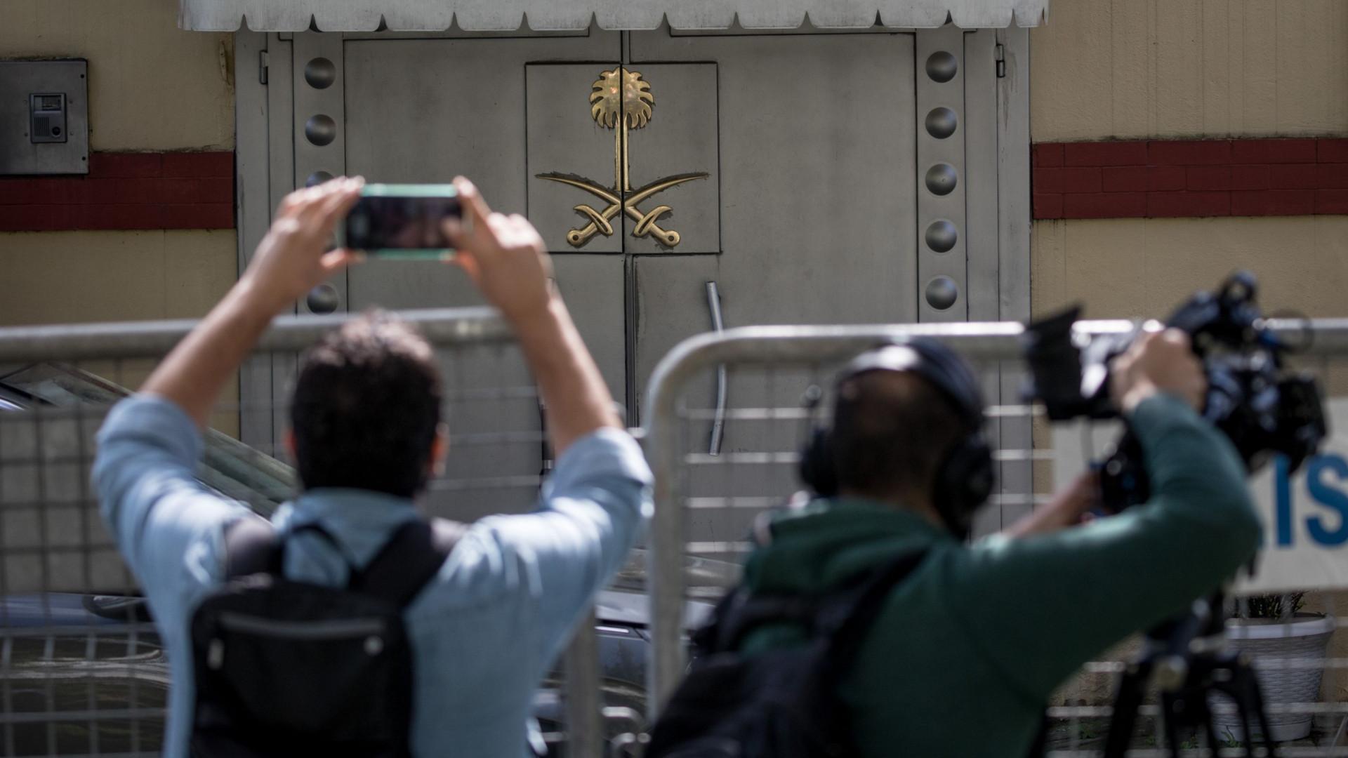 Autoridades turcas vão fazer buscas no consulado saudita