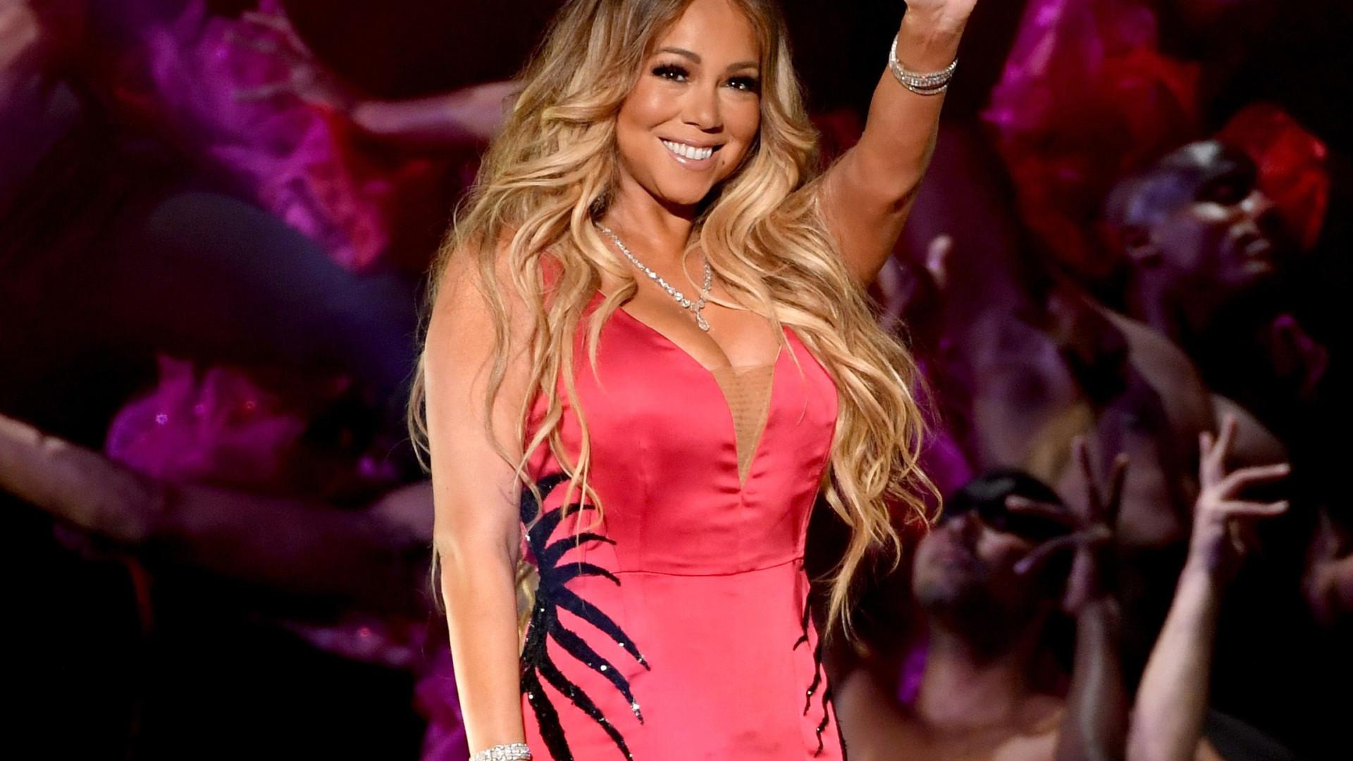 Mariah Carey duramente criticada por cantar em playback