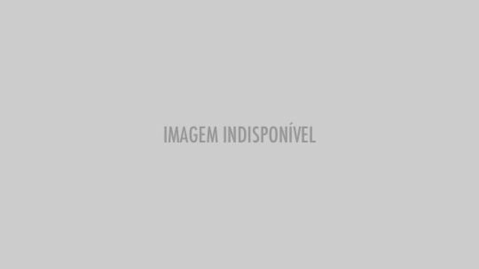 Nave russa tripulada obrigada a aterragem de emergência