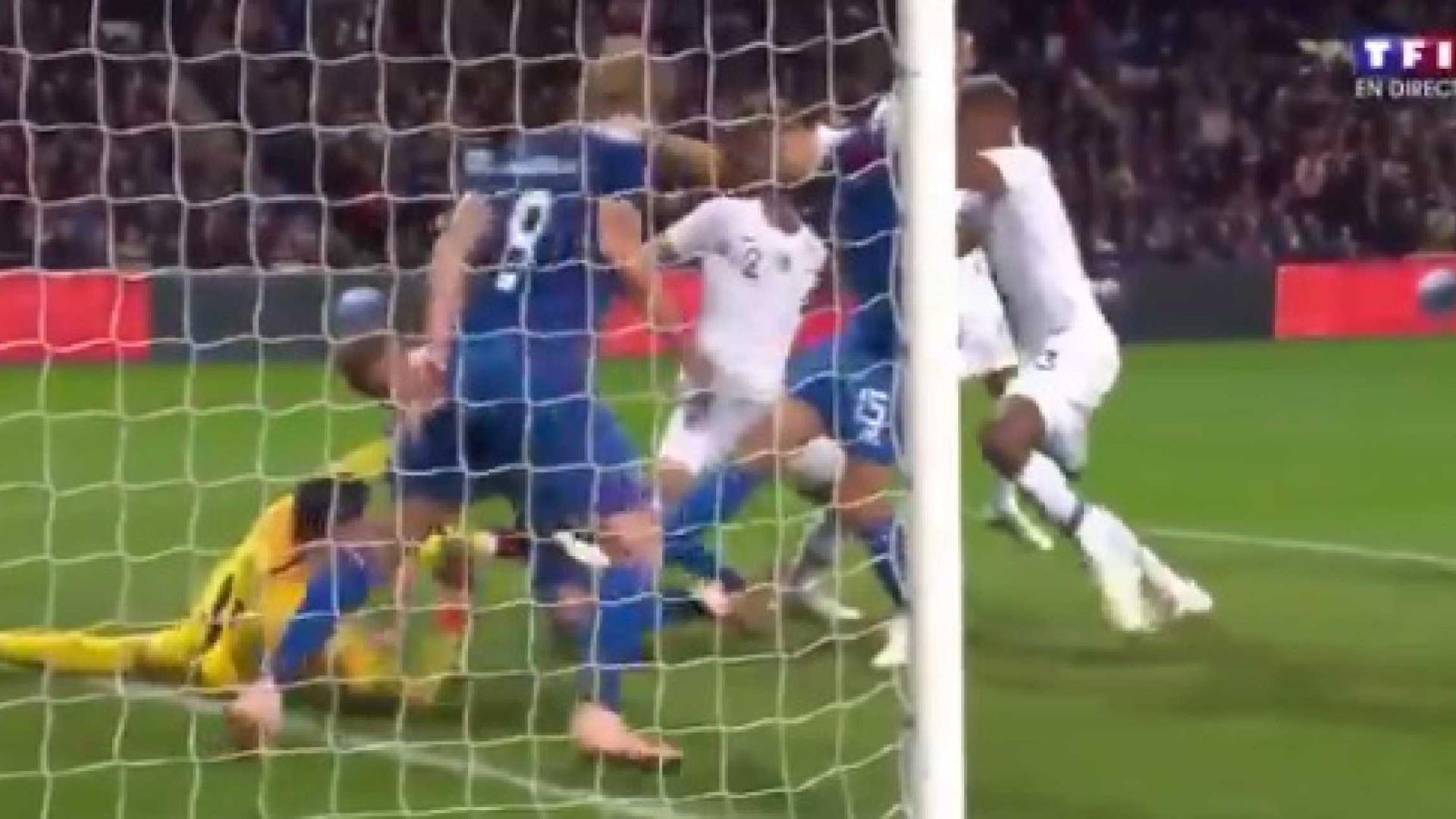 A espetacular tripla defesa de Hugo Lloris no França-Islândia