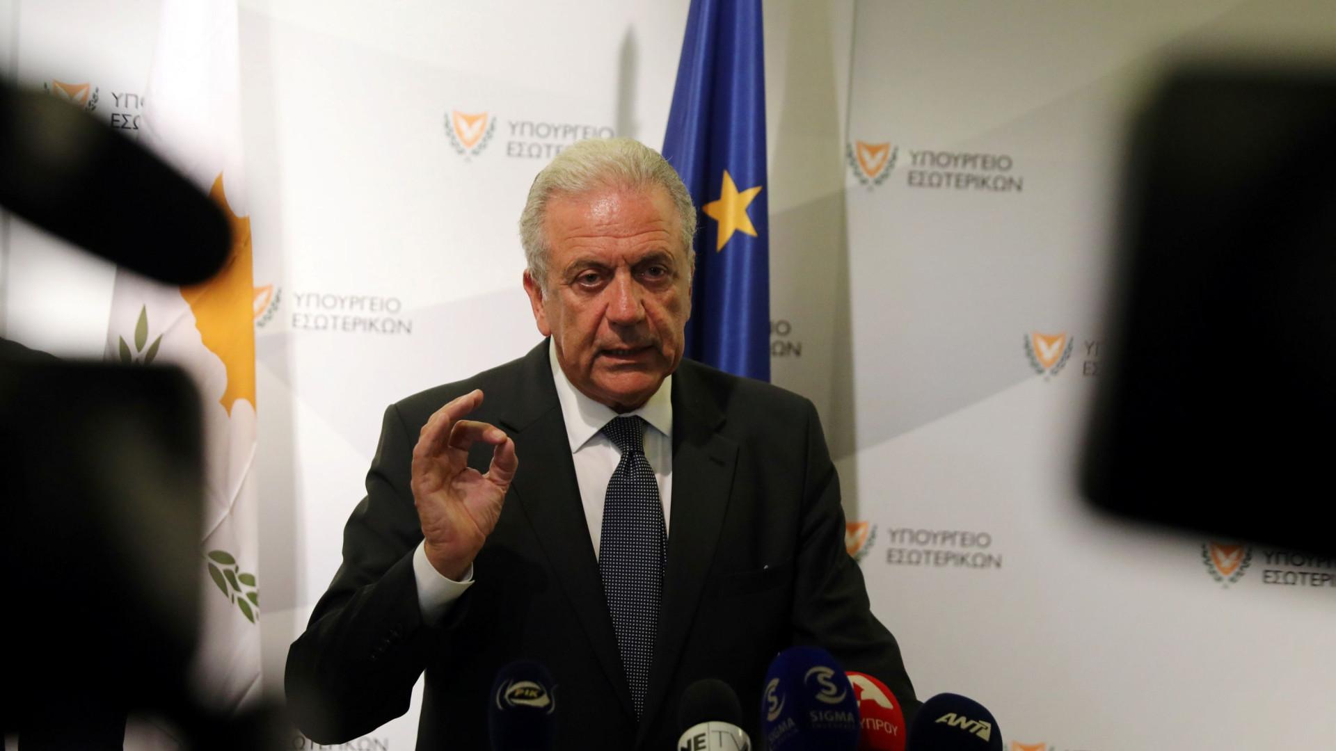 Comissário europeu apela ao fim dos controlos no espaço Schengen