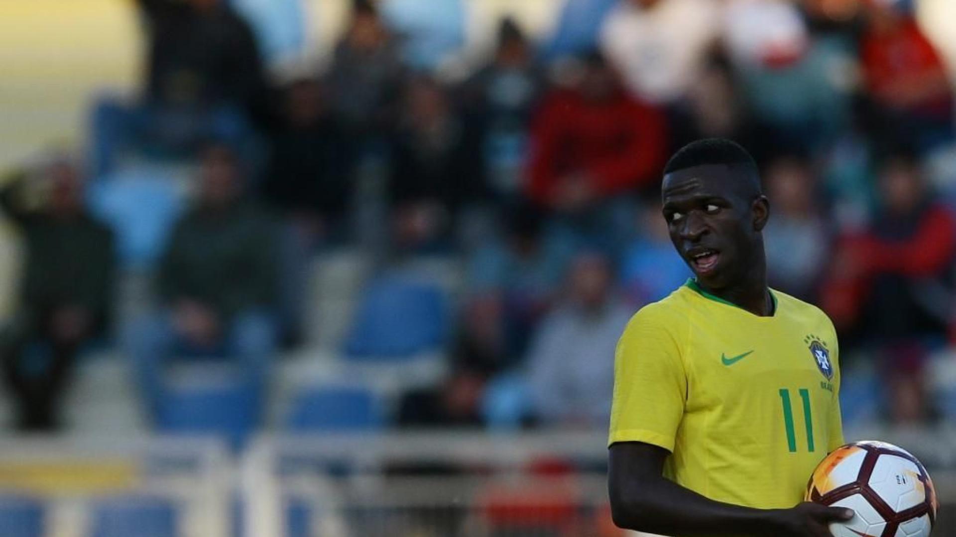 Vinícius deu 'show de bola' após corrida de 40 metros e fintar 3 defesas