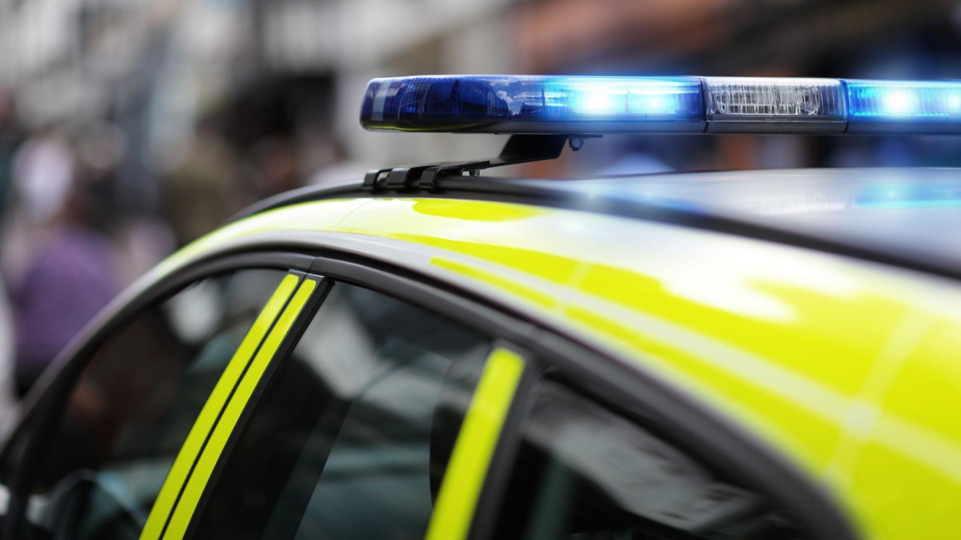 Acidente faz três feridos e corta trânsito na estrada nacional em Coina