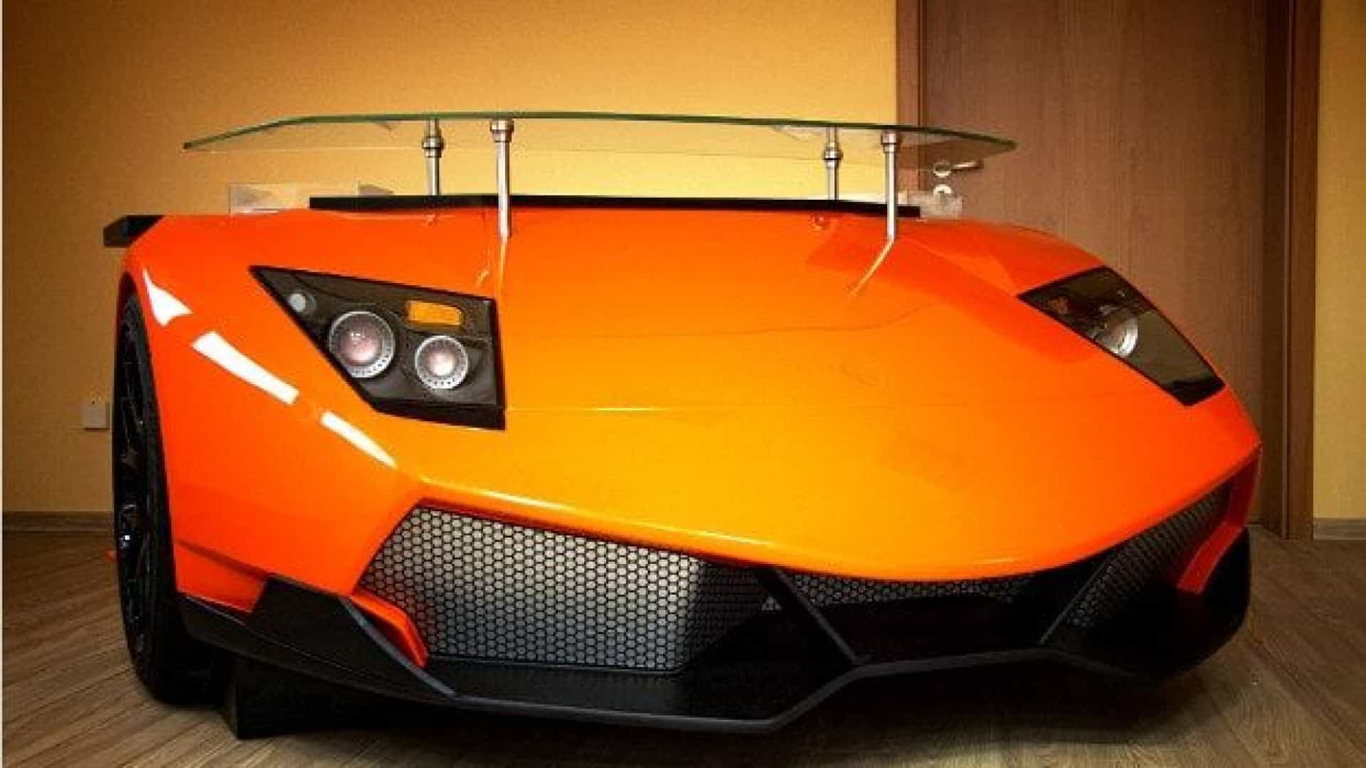 E se a sua secretária fosse um... Lamborghini Aventador?
