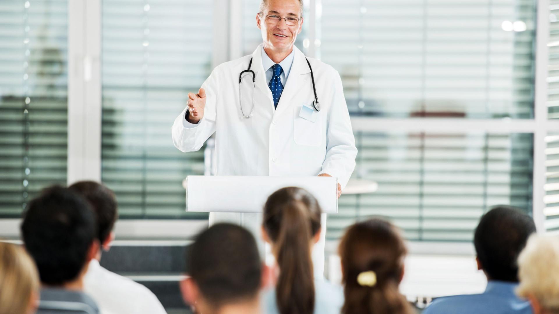 """Debate sobre """"A saúde que interessa"""" na Faculdade de Medicina do Porto"""