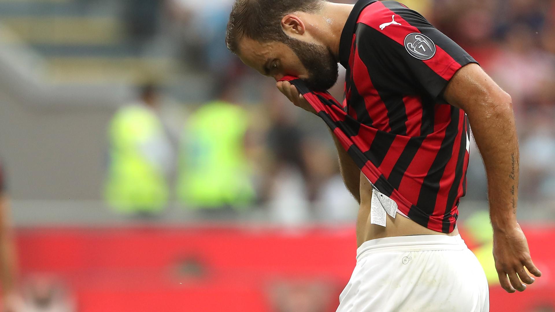 """Higuaín diz ter sido """"corrido"""" da Juventus após a chegada de CR7"""