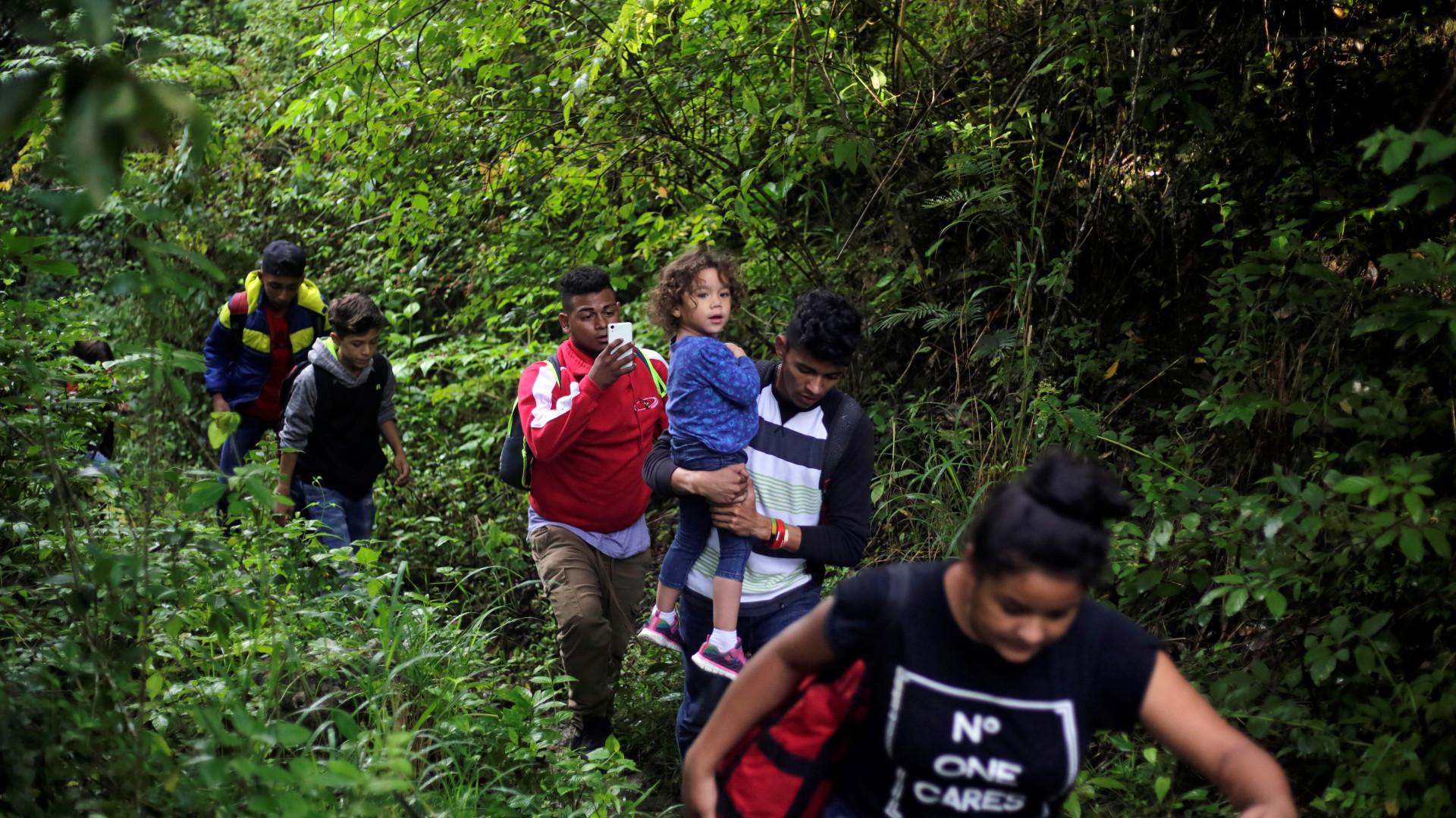 Migrantes hondurenhos prosseguem marcha em direção aos EUA
