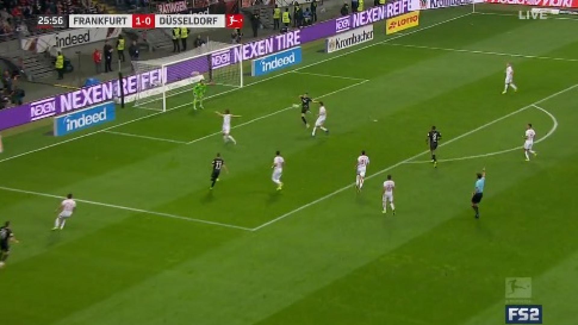'Águia' Jovic marca golo do outro mundo na Alemanha