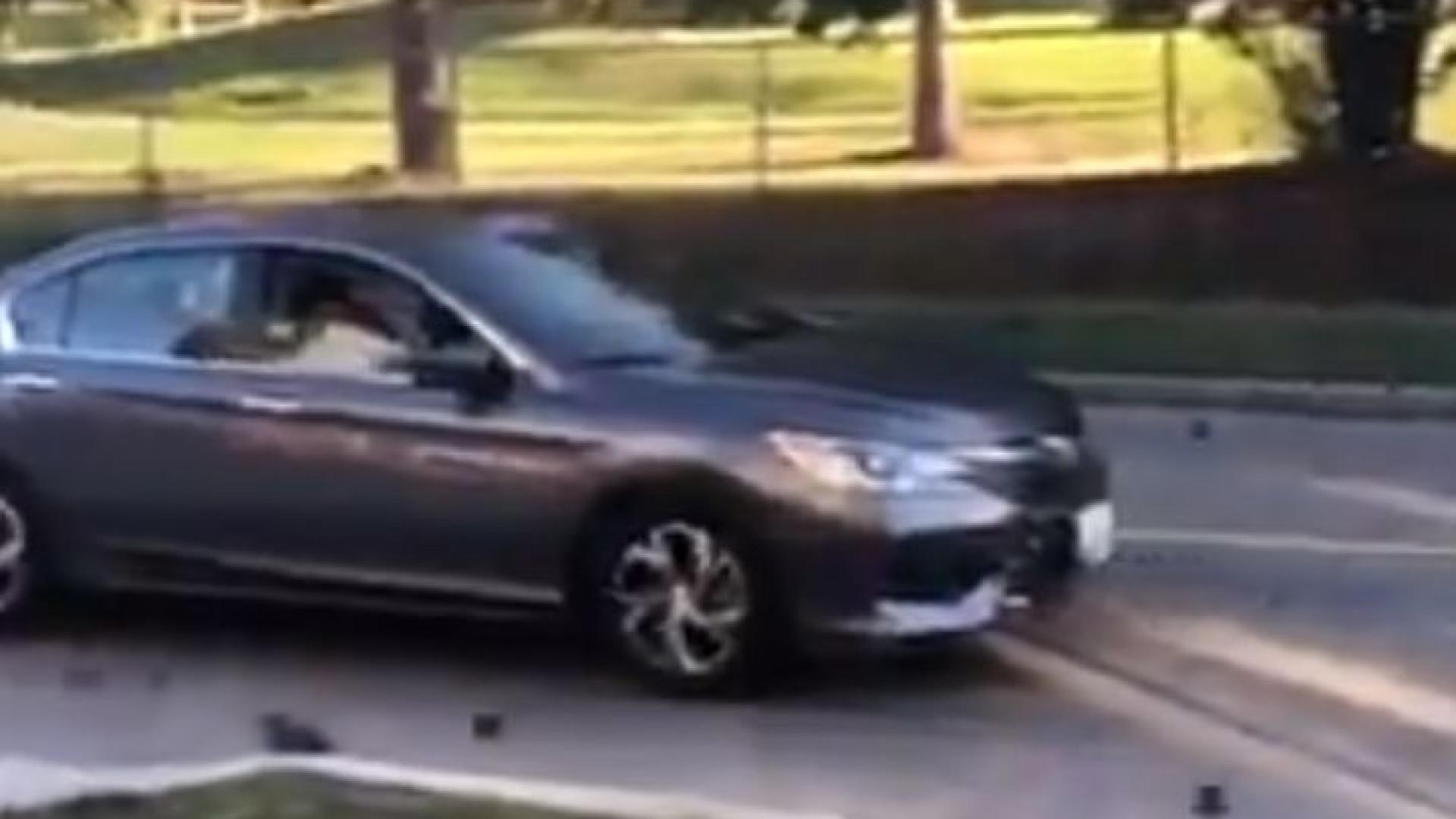 Bolas de metal caíram de camião e danificaram carros nos EUA
