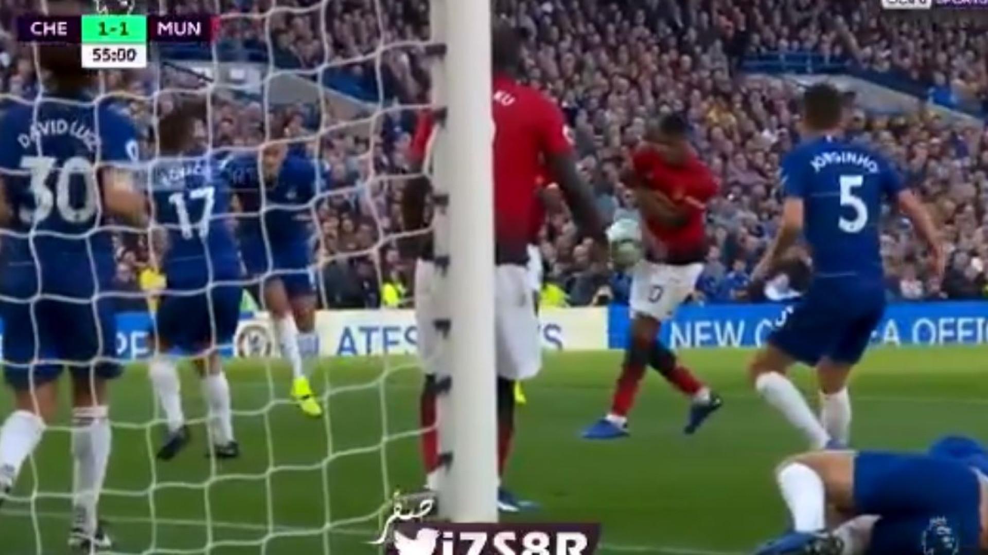 Com Alonso no chão, Manchester United aproveita para marcar