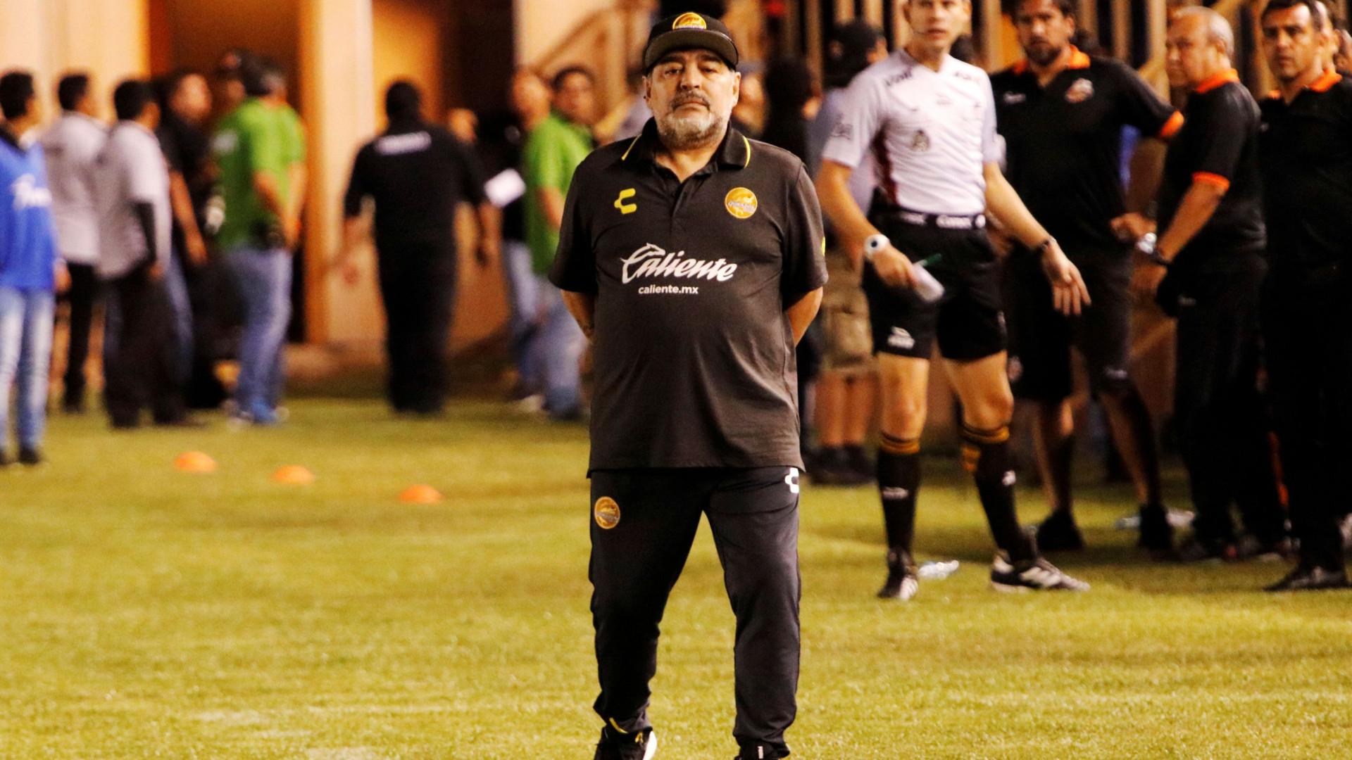Maradona deixou a clínica onde foi operado no sábado