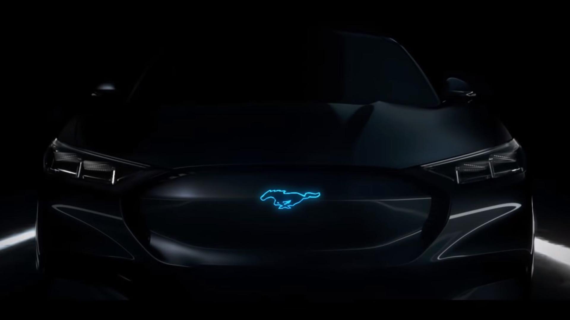 Ford Mustang elétrico volta a dar nas vistas