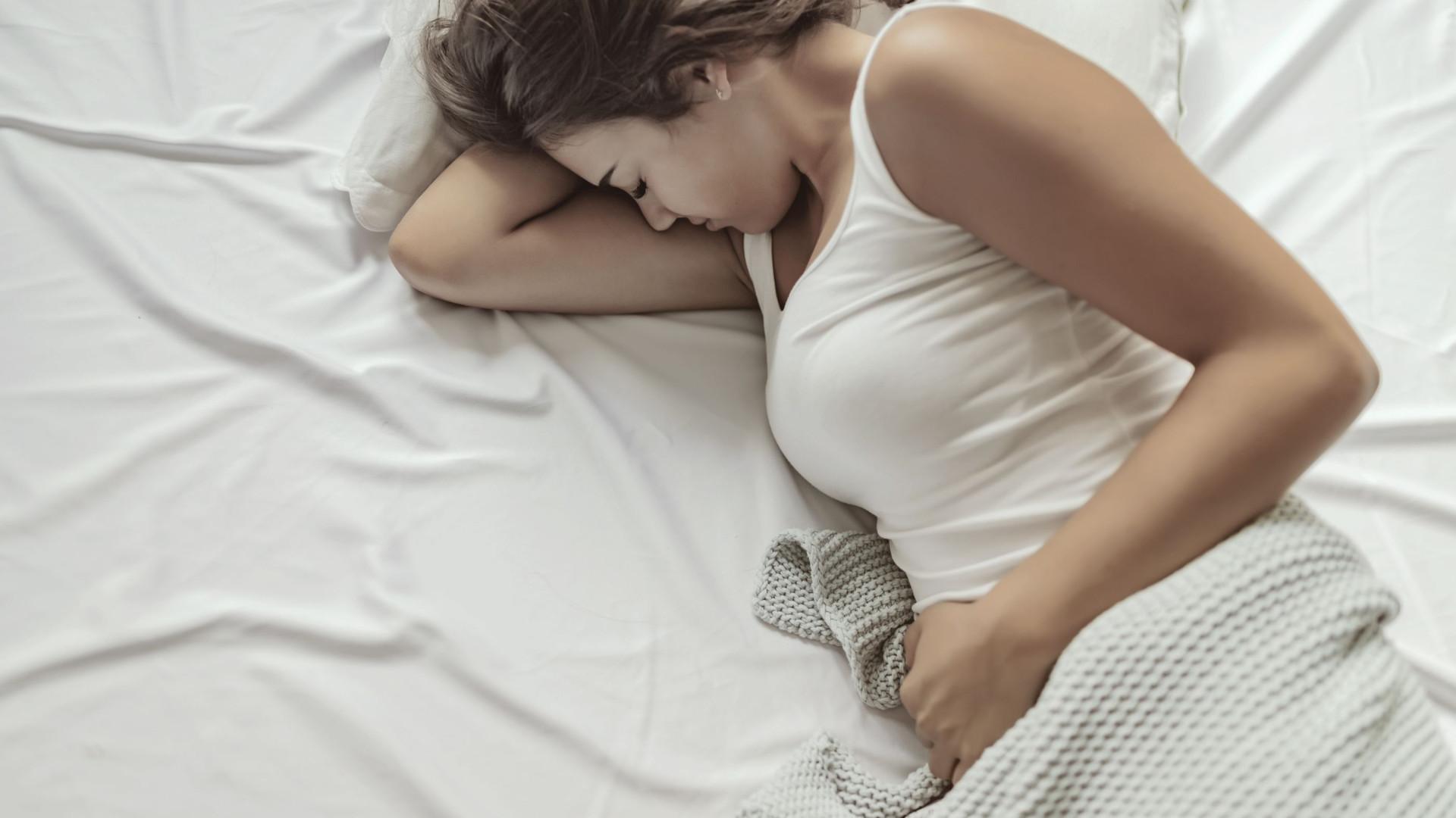 Chega de sofrer! Estes cinco alimentos aliviam as cólicas menstruais