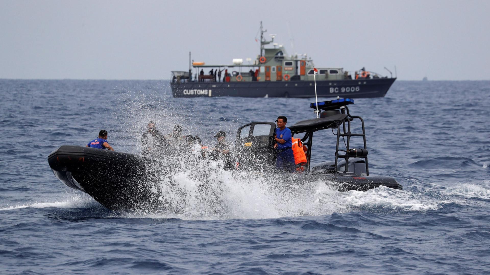 Encontrados mais restos mortais do acidente de aviação na Indonésia