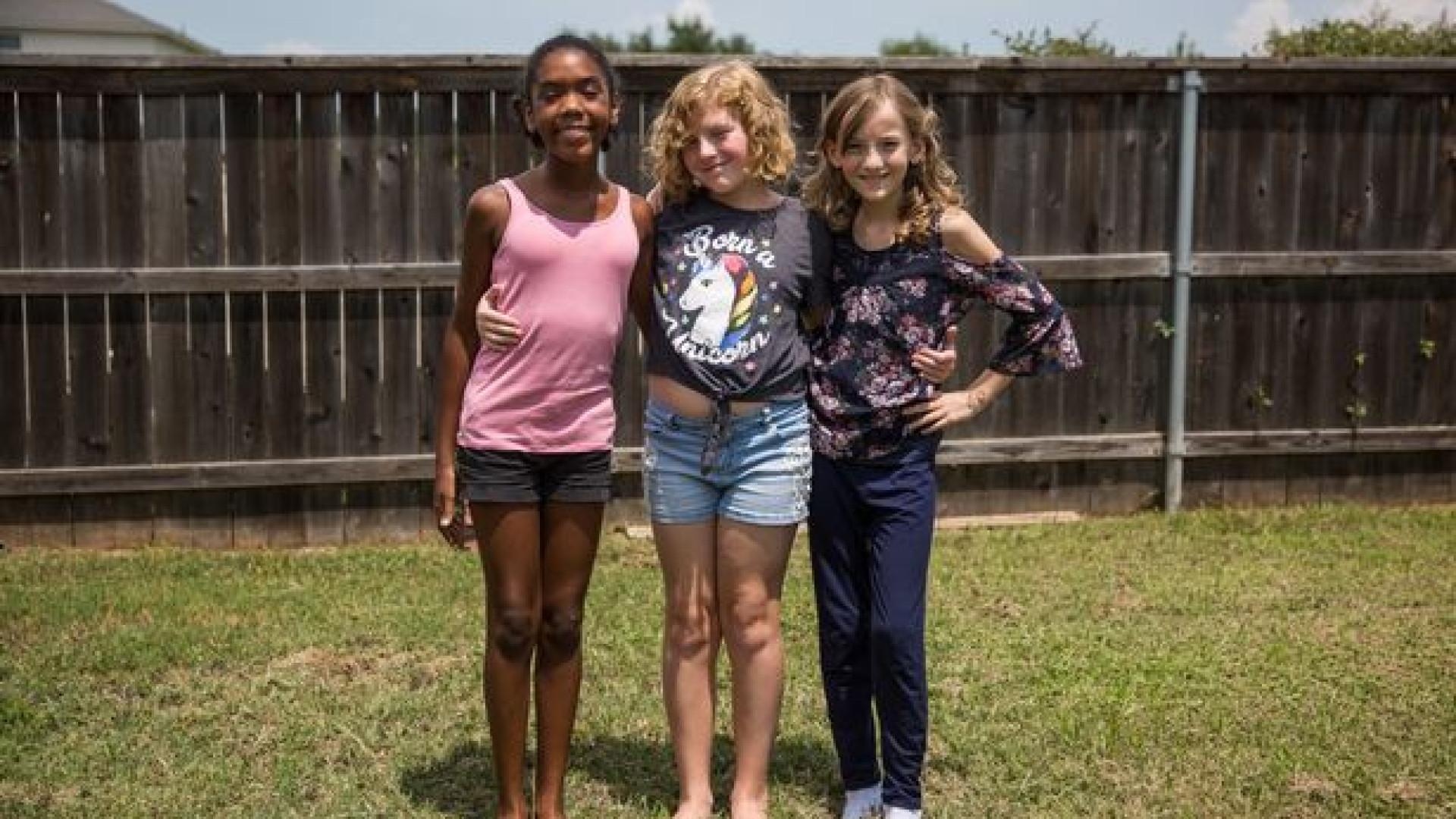 Três amigas transgénero passam por mudança de sexo aos 11 anos