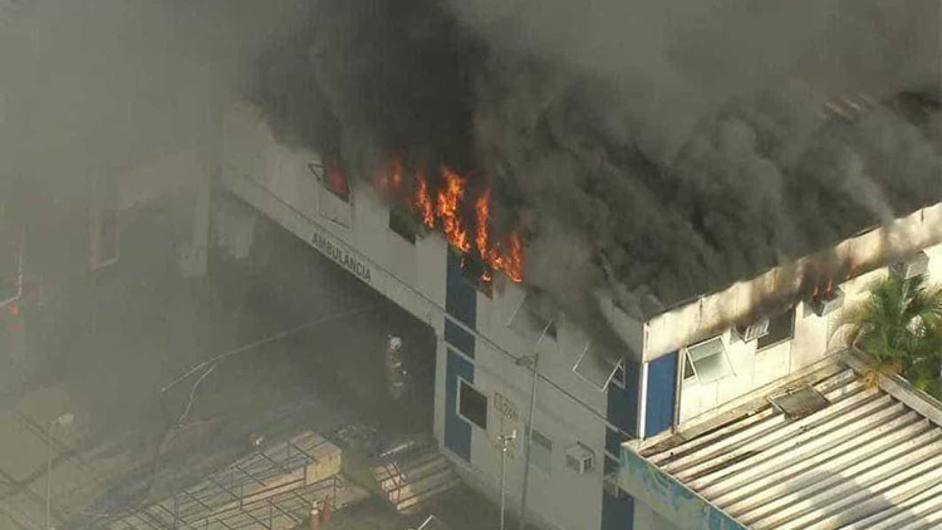 Morreram três doentes na evacuação de hospital que se incendiou no Rio