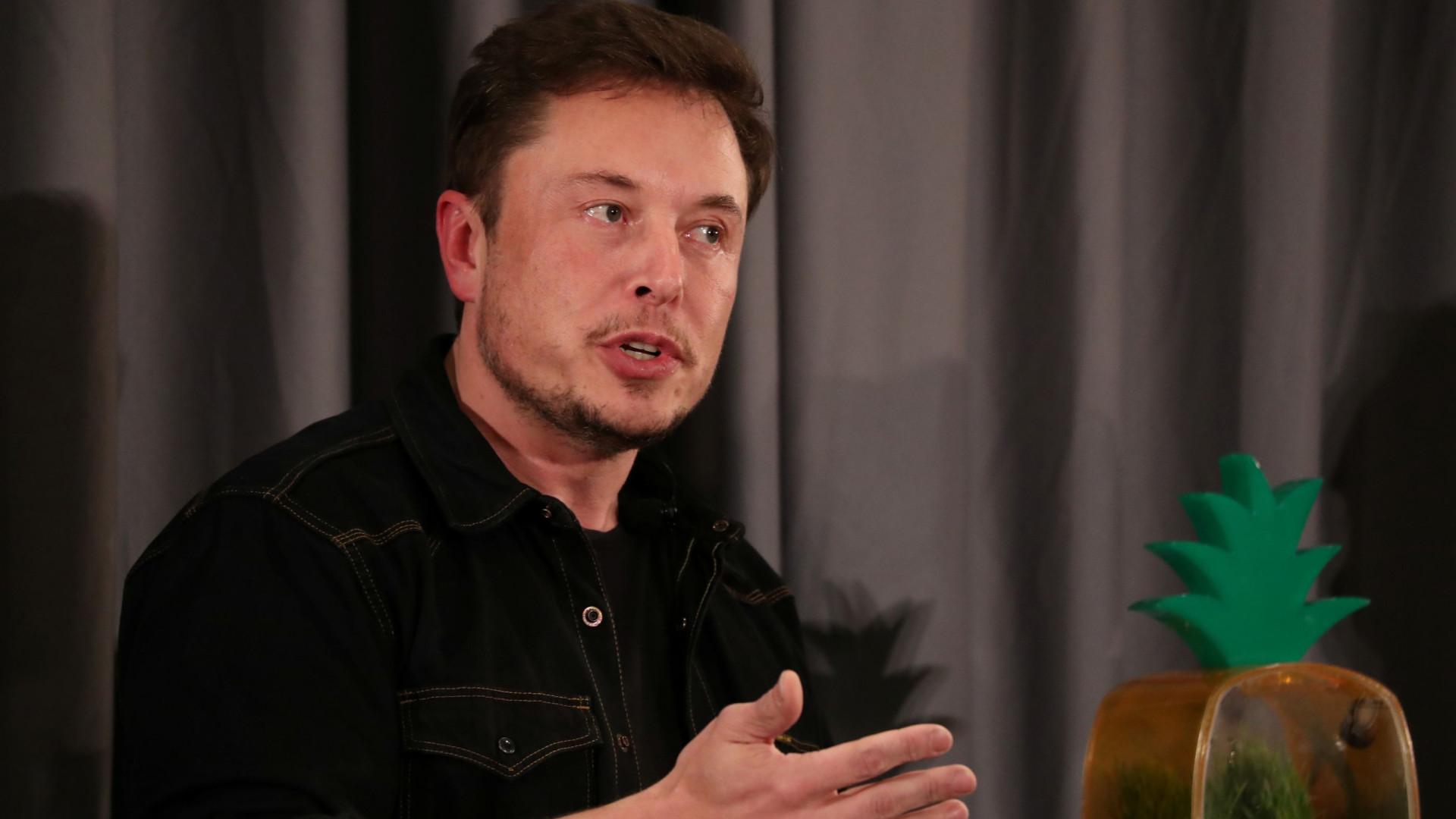 """Elon Musk: """"Algumas pessoas expressam-se com o cabelo. Eu uso o Twitter"""""""