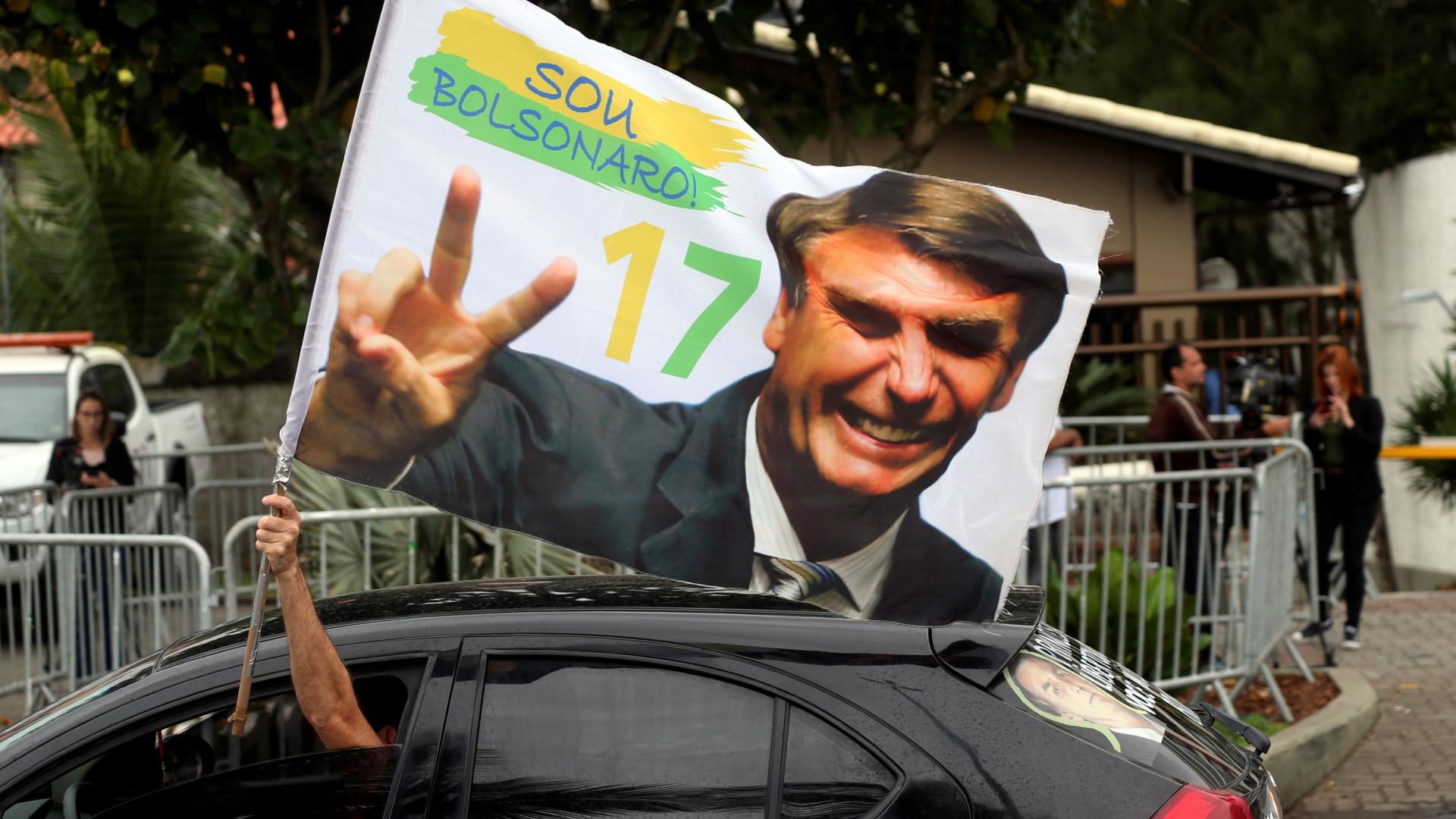 União Europeia felicita Bolsonaro... oito dias após a sua eleição