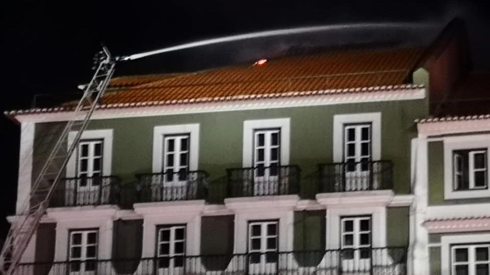 Agente da PSP em patrulha deu alerta para fogo em hotel de Lisboa