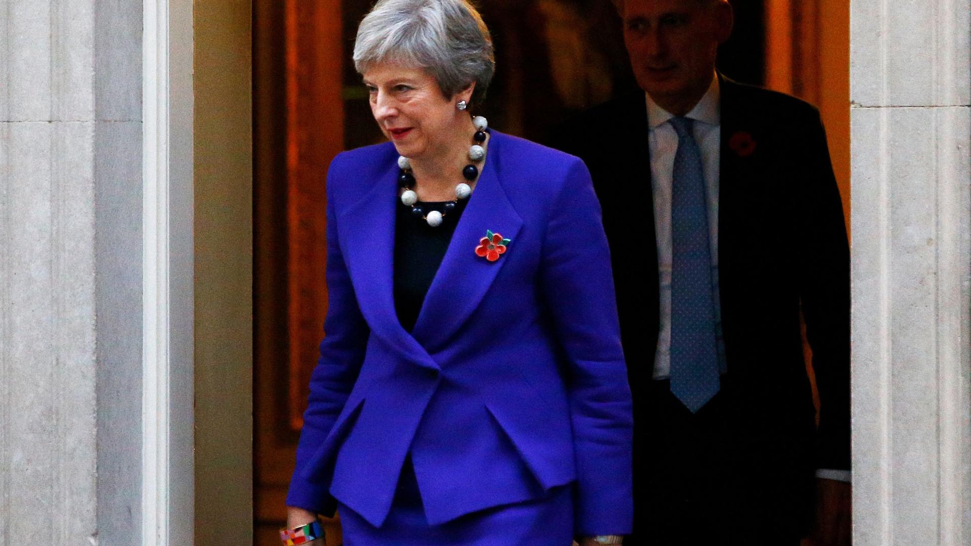 """May garante aos seus ministros que não aceita acordo """"a qualquer custo"""""""