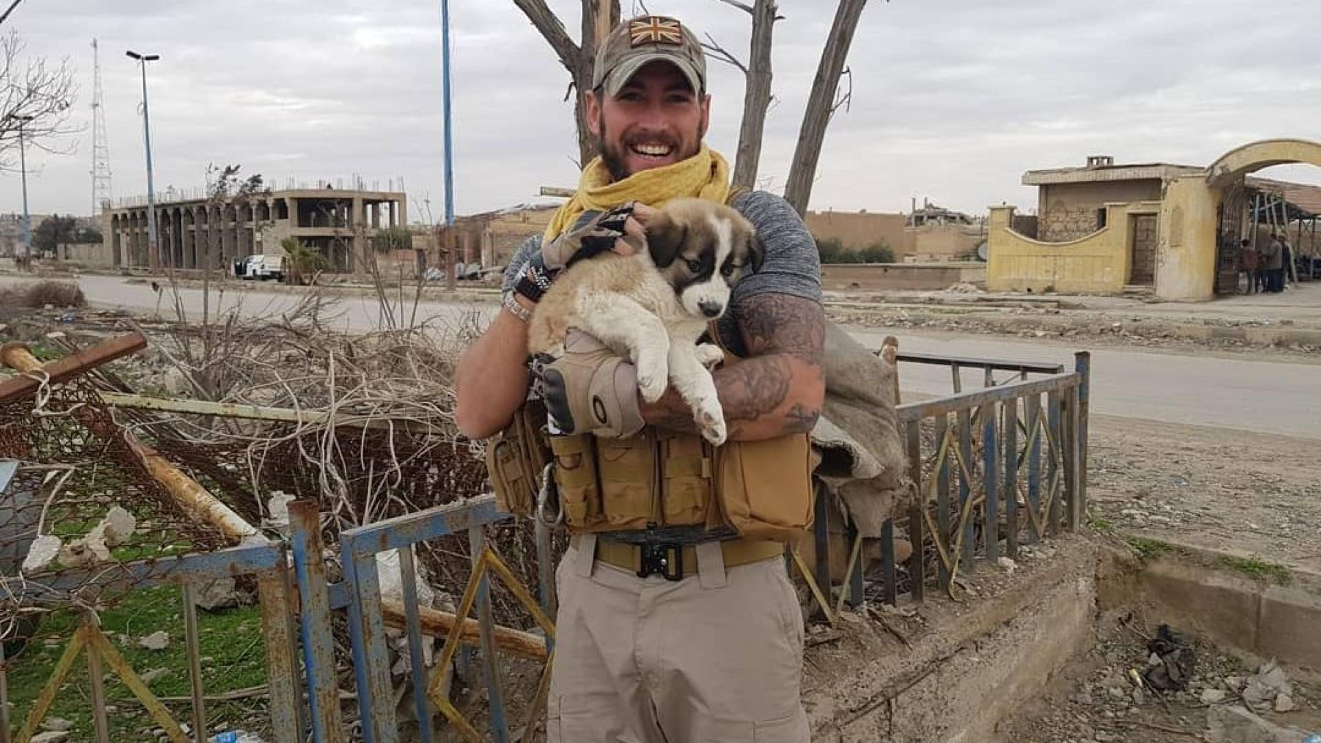 Militar reencontra-se com cadela que salvou durante guerra na Síria