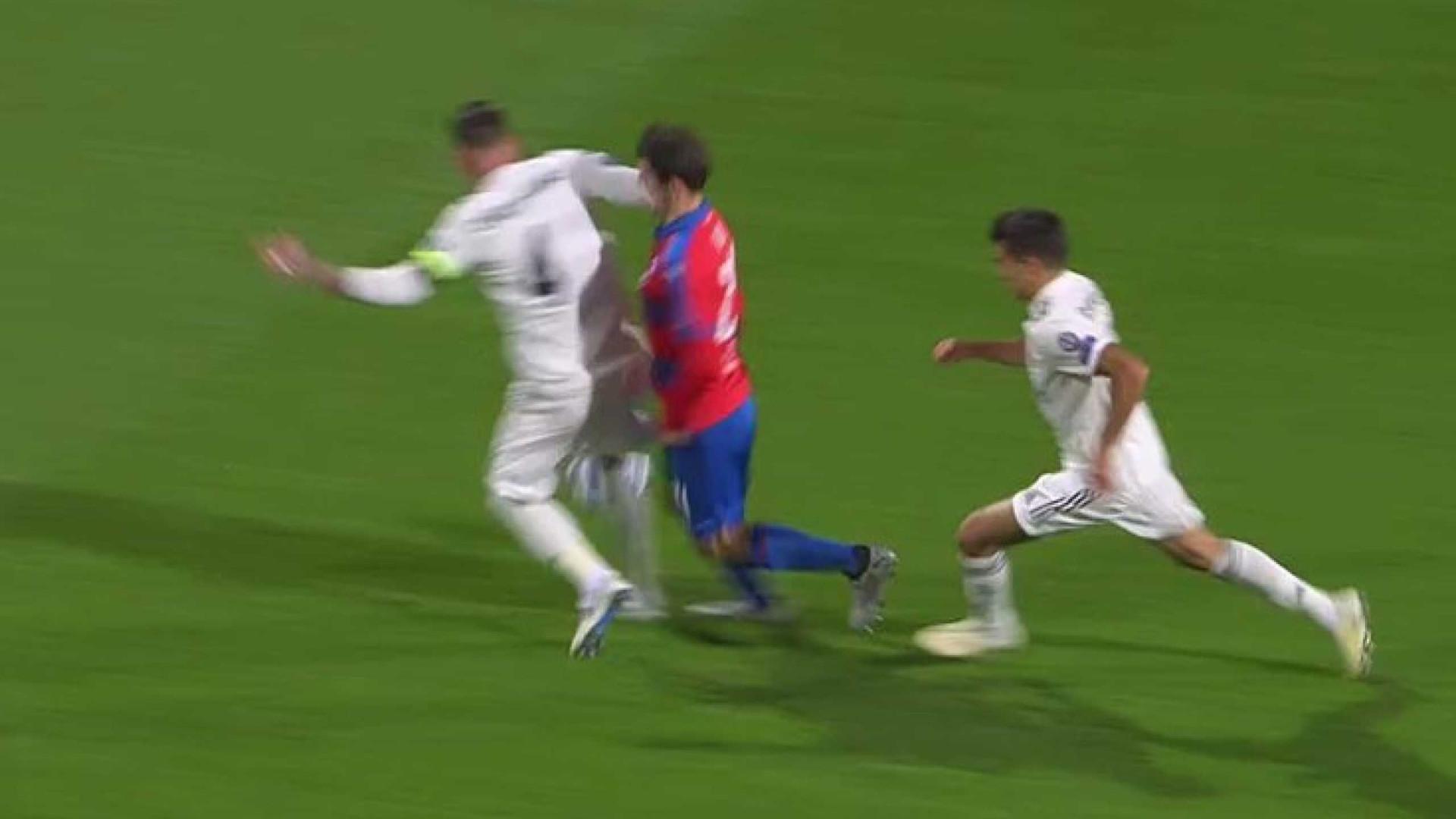 Sergio Ramos já fez estragos... no nariz do adversário