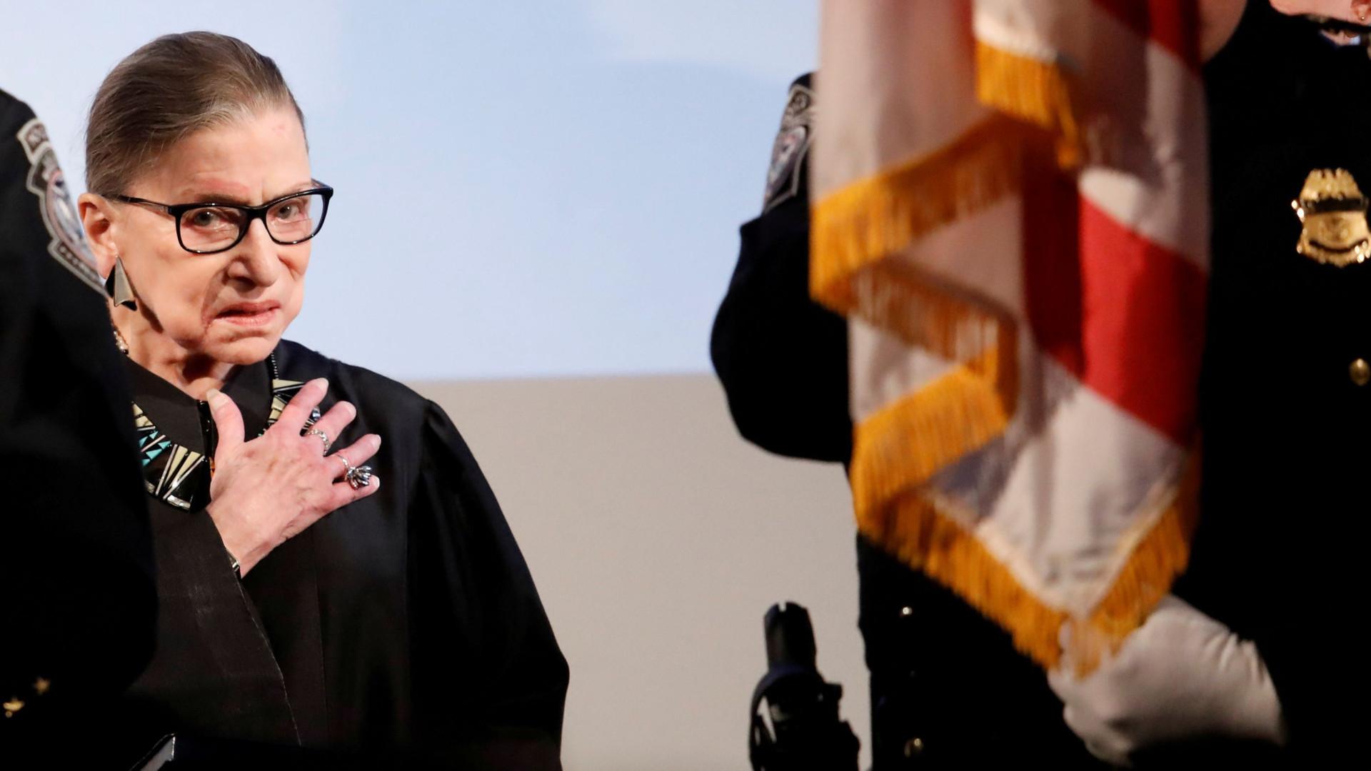 Juiza do Supremo Tribunal dos EUA hospitalizada após queda no escritório