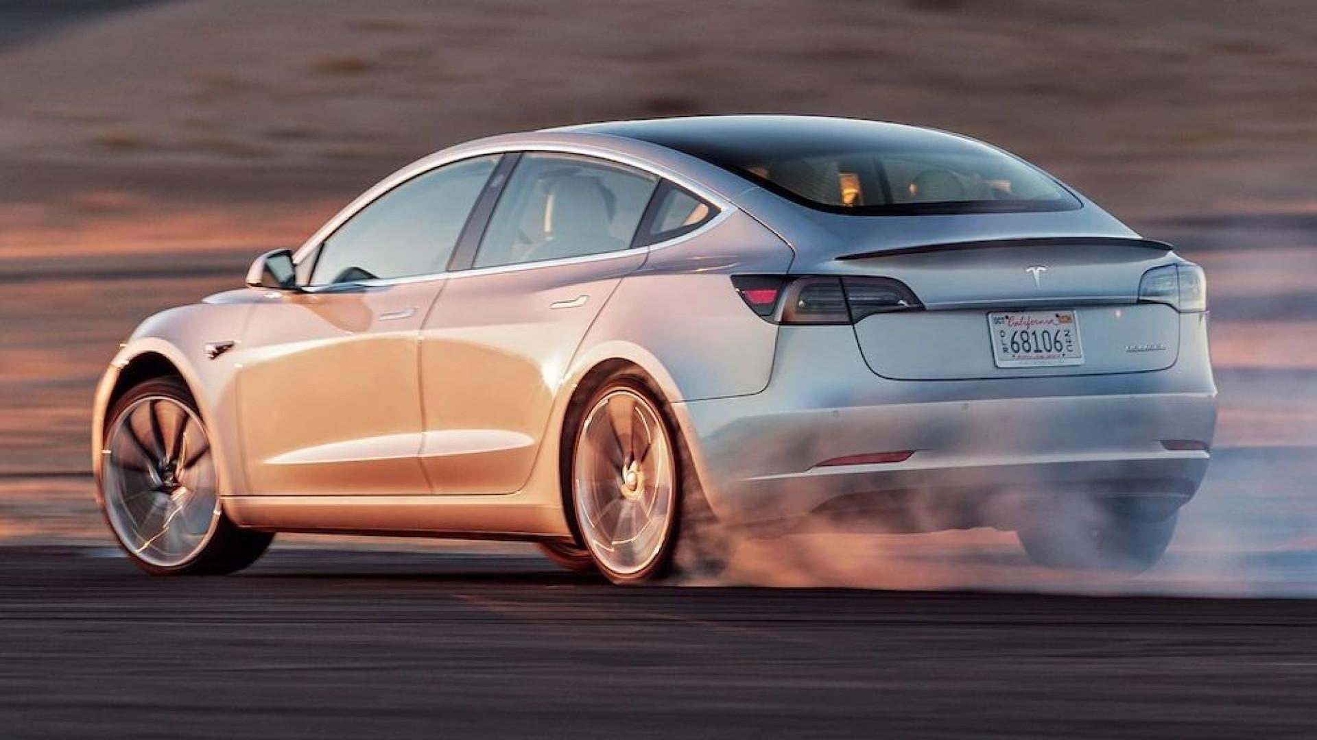 Tesla Model 3 mais rápido em pista que um Ferrari? Piloto diz que sim