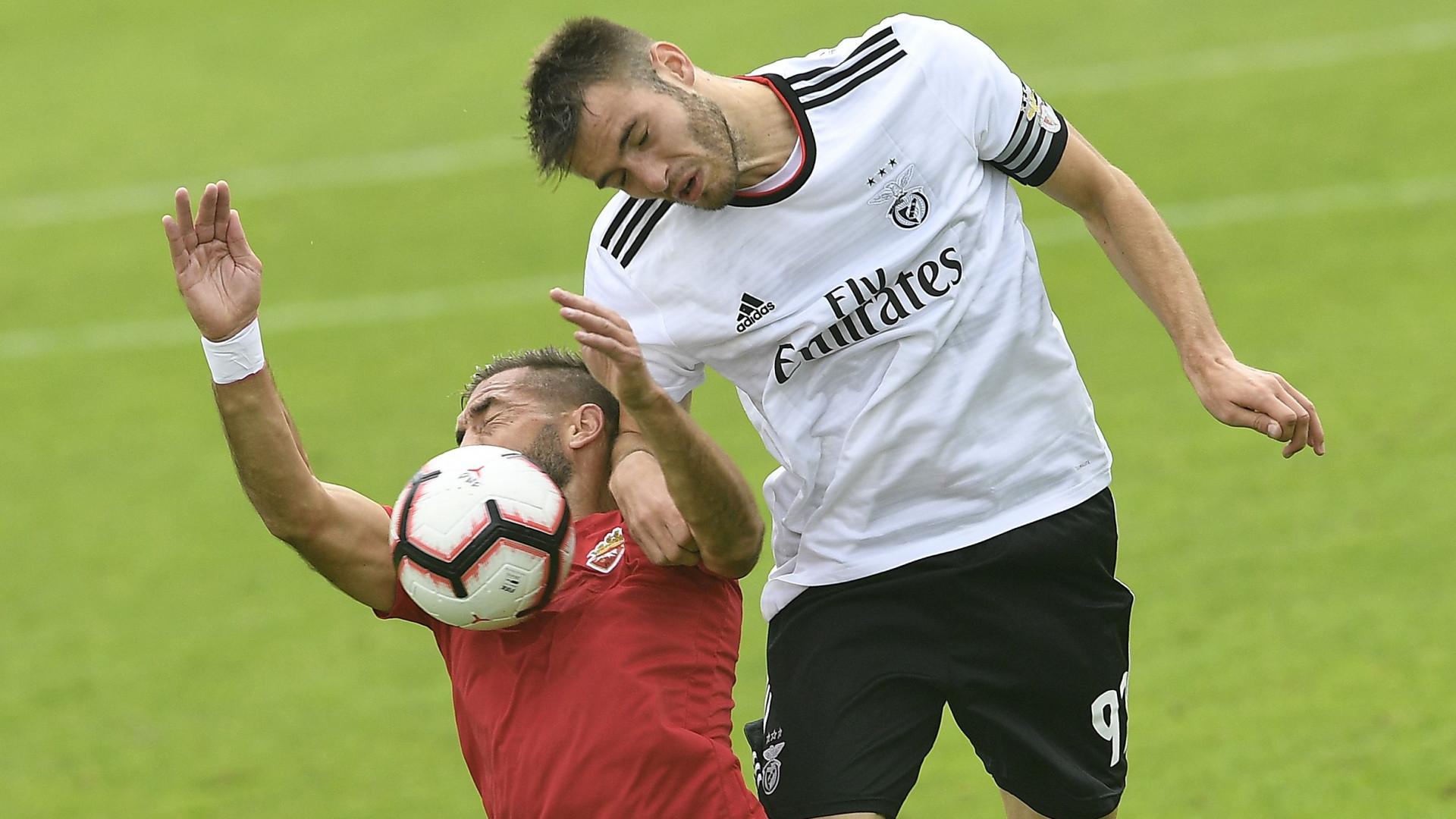 """Benfica arrasa arbitragem dos Bês: """"ânsia indisfarçável de prejudicar"""""""