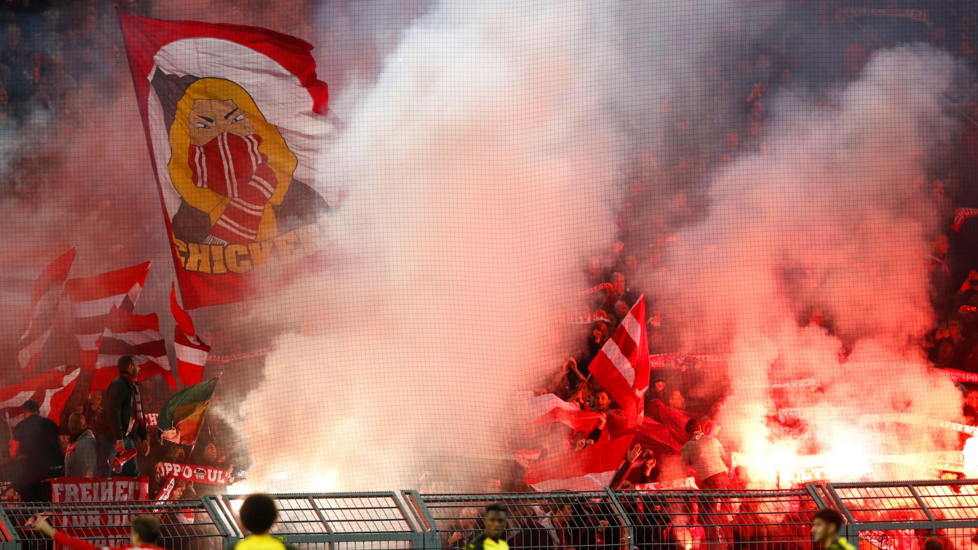 'Cambalhota' no marcador e magia de Alcácer afundam Bayern de Renato