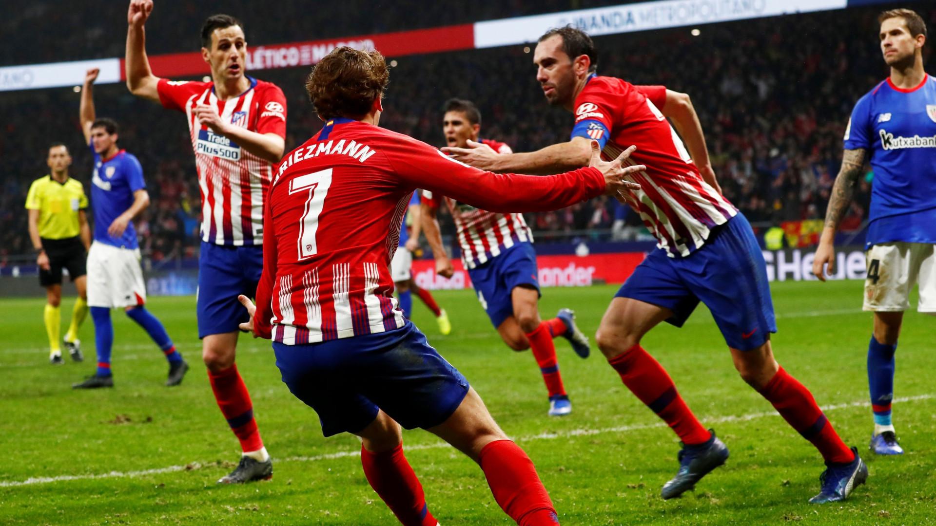 Fibra de capitão: Godín jogou 30 minutos lesionado e marcou golo aos 90+2