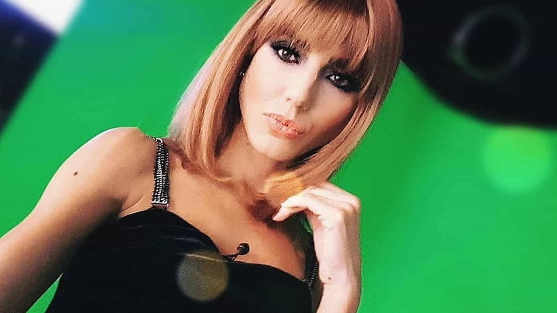Kelly Baron surge de peruca em programa da TVI