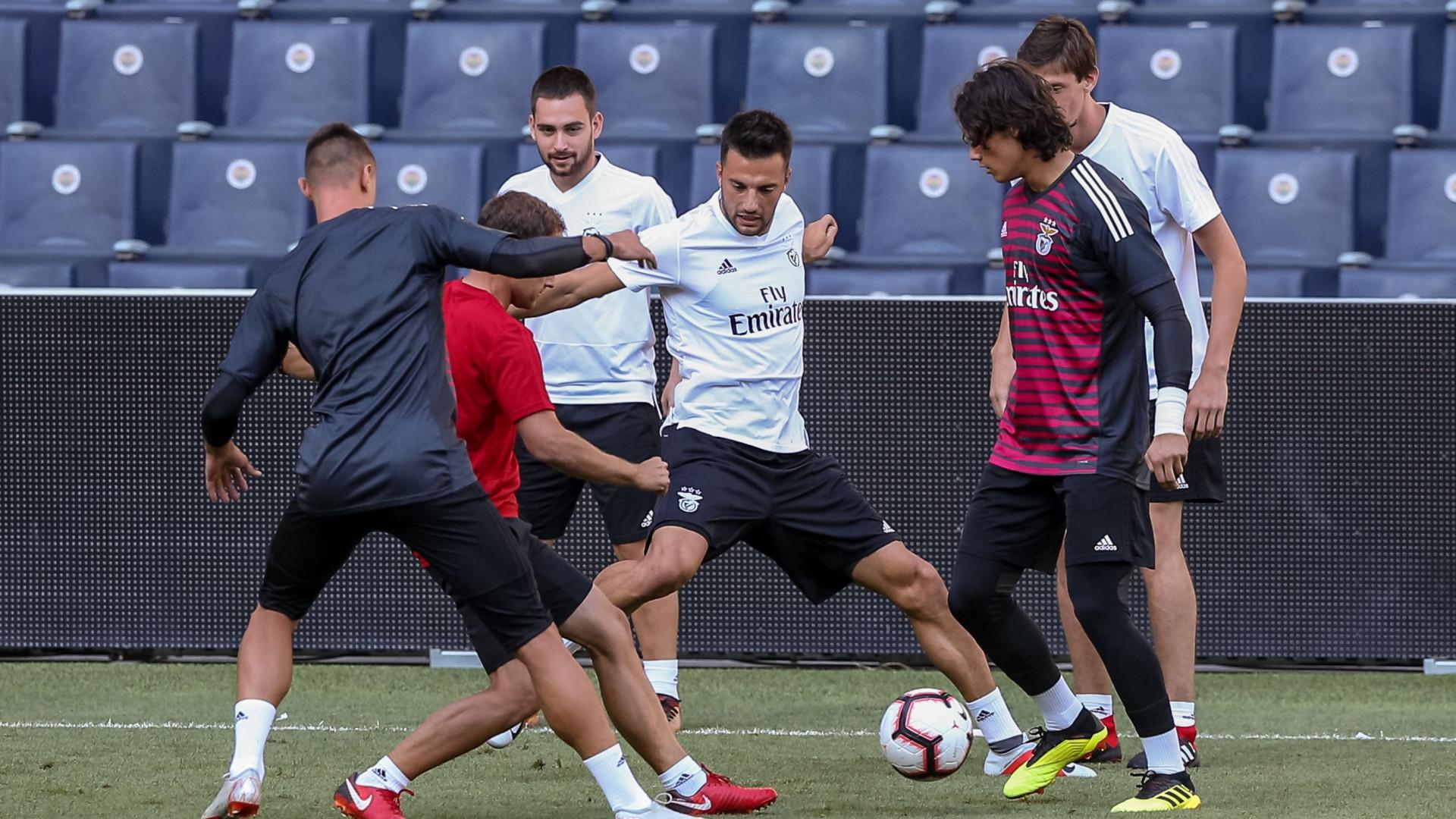 """Samaris e a falta de minutos no Benfica: """"Treino todos os dias no duro"""""""