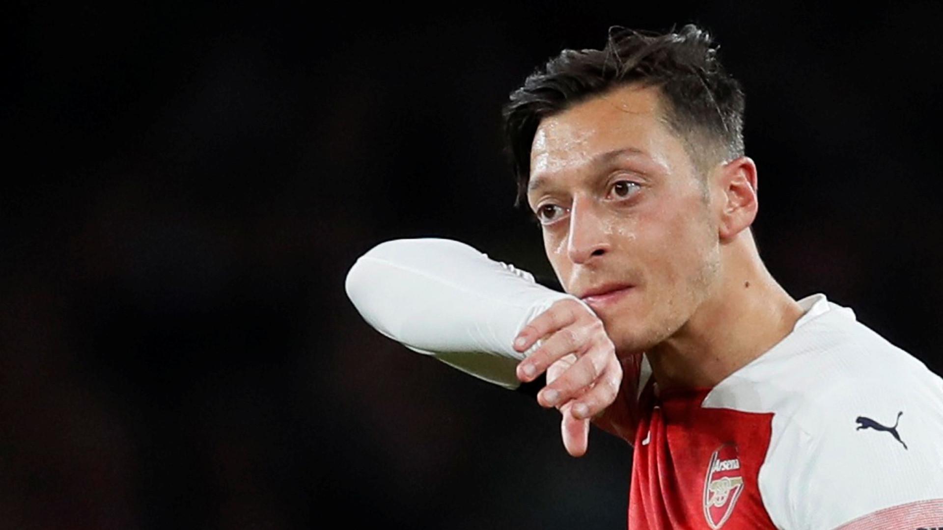 The Sun mostra jogadores do Arsenal a consumir 'hippy crack' em festa