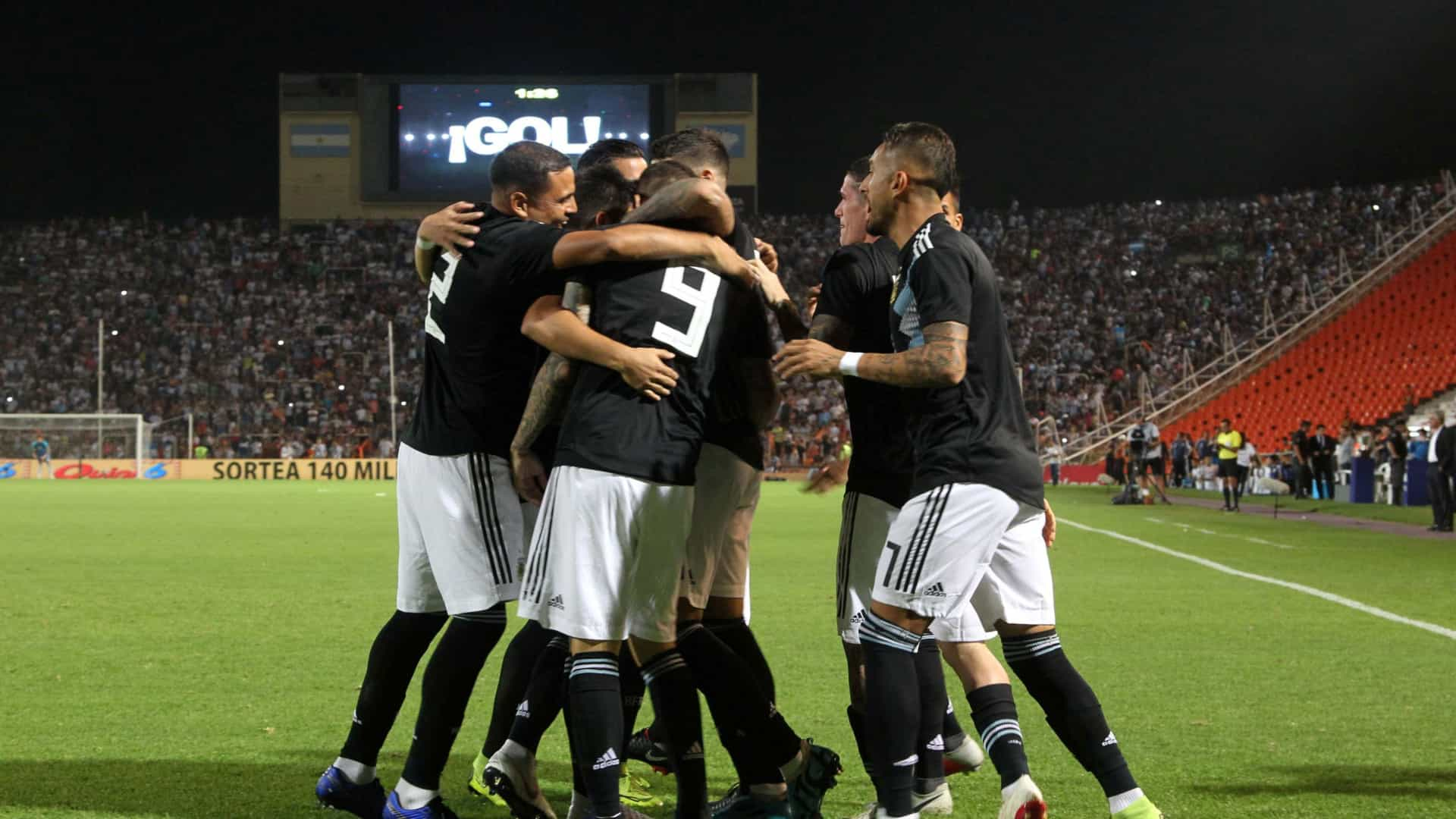 Seleção argentina esqueceu-se de jogador e só reparou... no estádio d6aecd0e81e69