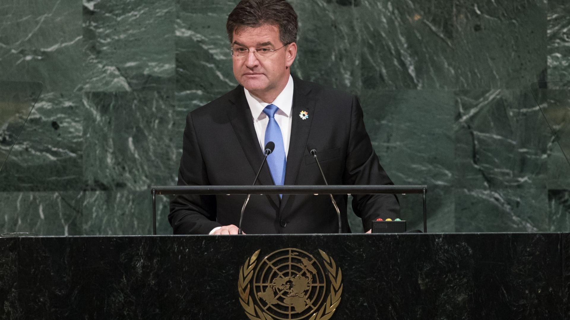 Ministro eslovaco reconsidera demissão causada por rejeição do pacto