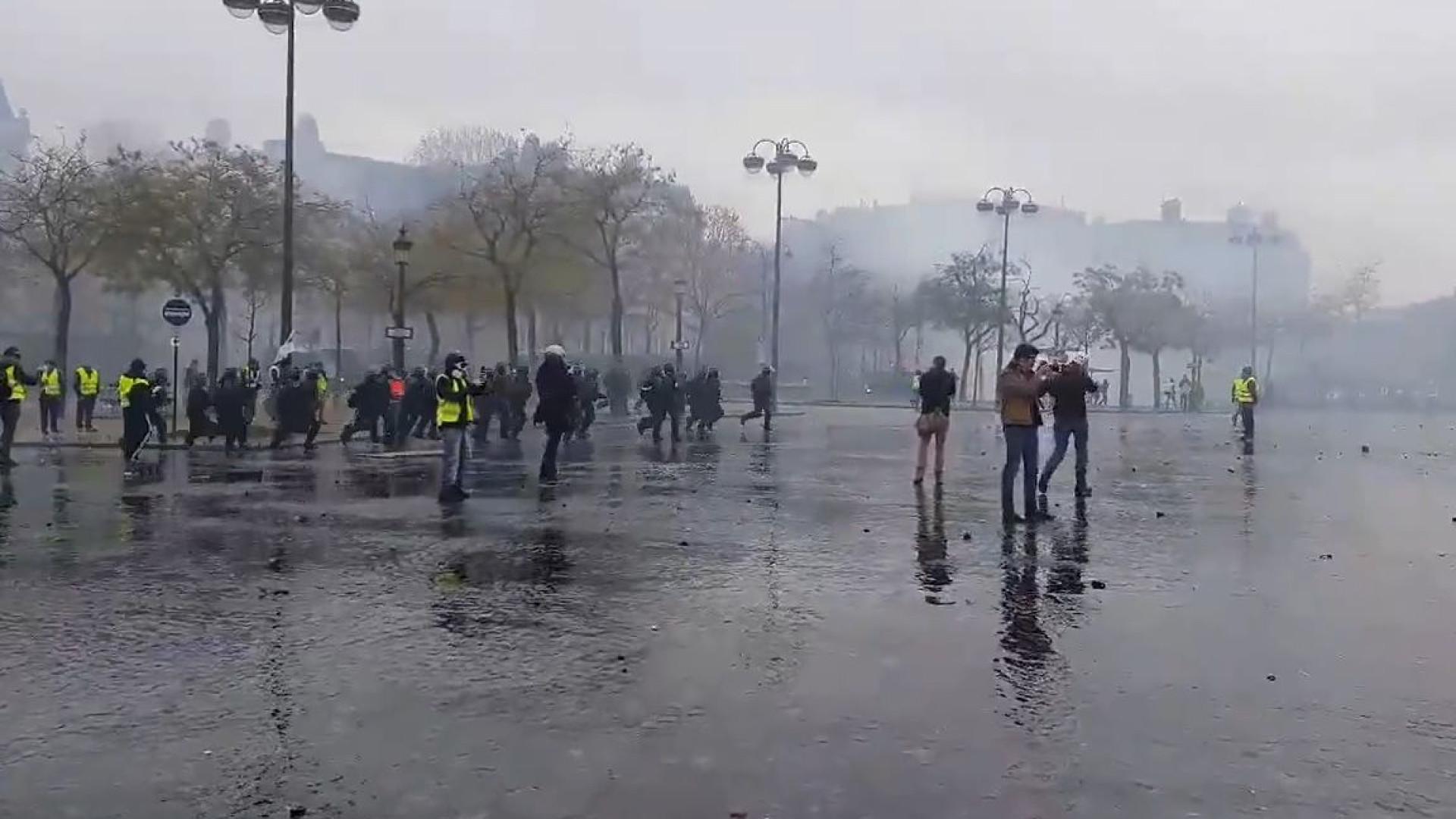 As imagens dos confrontos em Paris. Mais de 100 detidos e 10 feridos