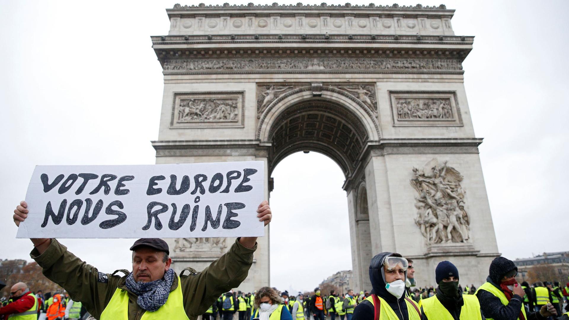 """Há 'coletes amarelos' que querem """"que a França caia no caos"""""""